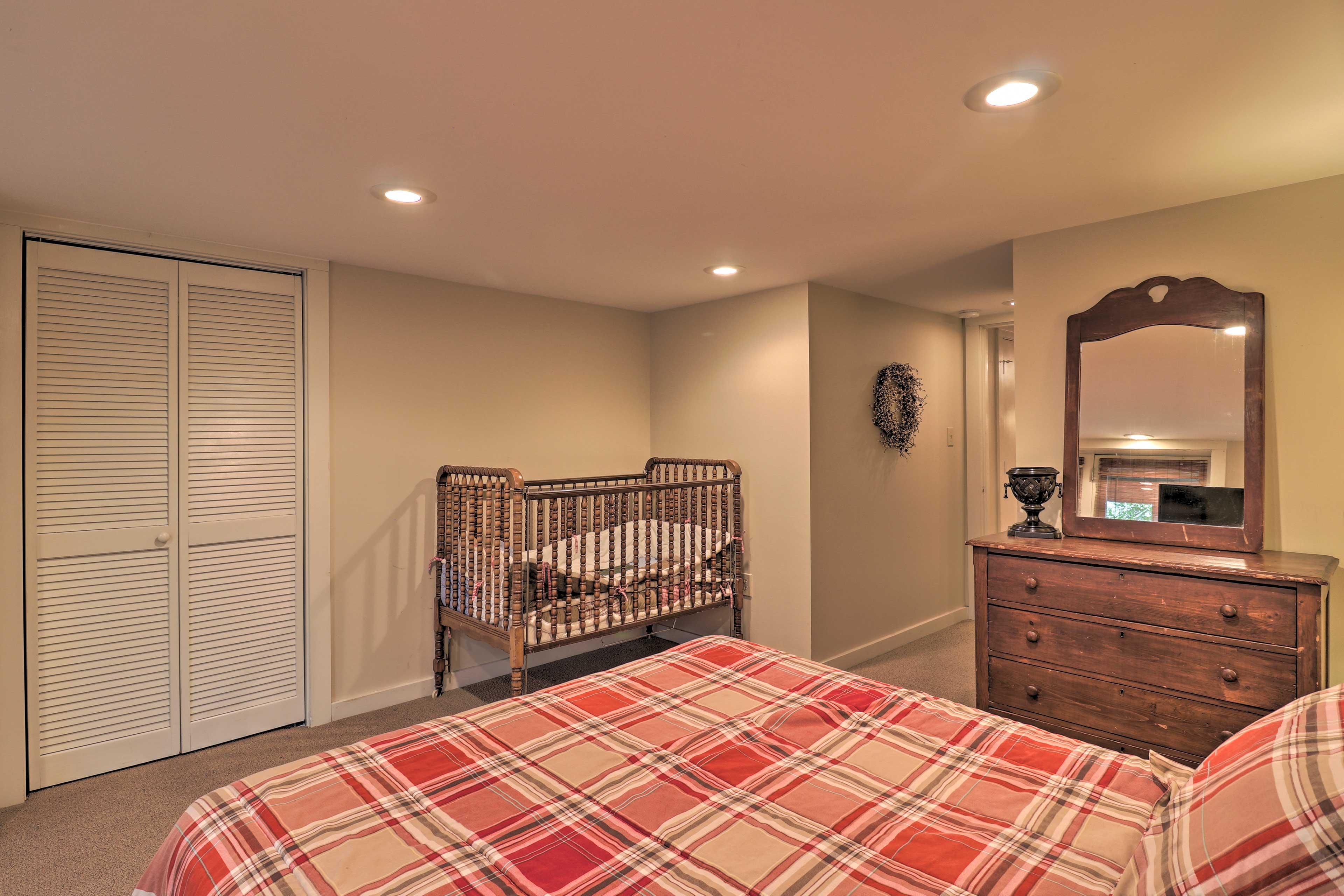 Bedroom 2 (Suite)   Crib