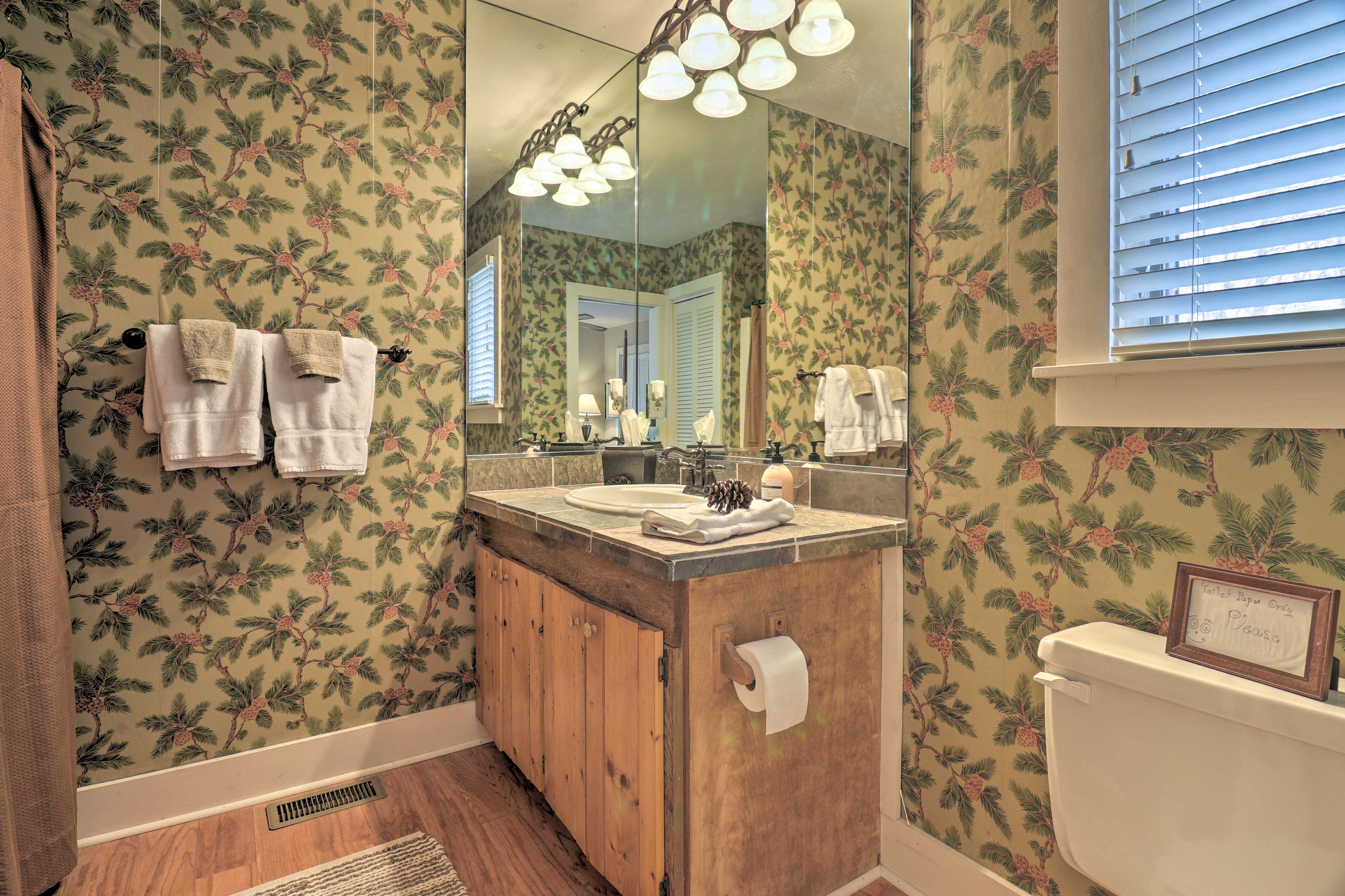Full Bathroom   En-Suite   Towels Provided