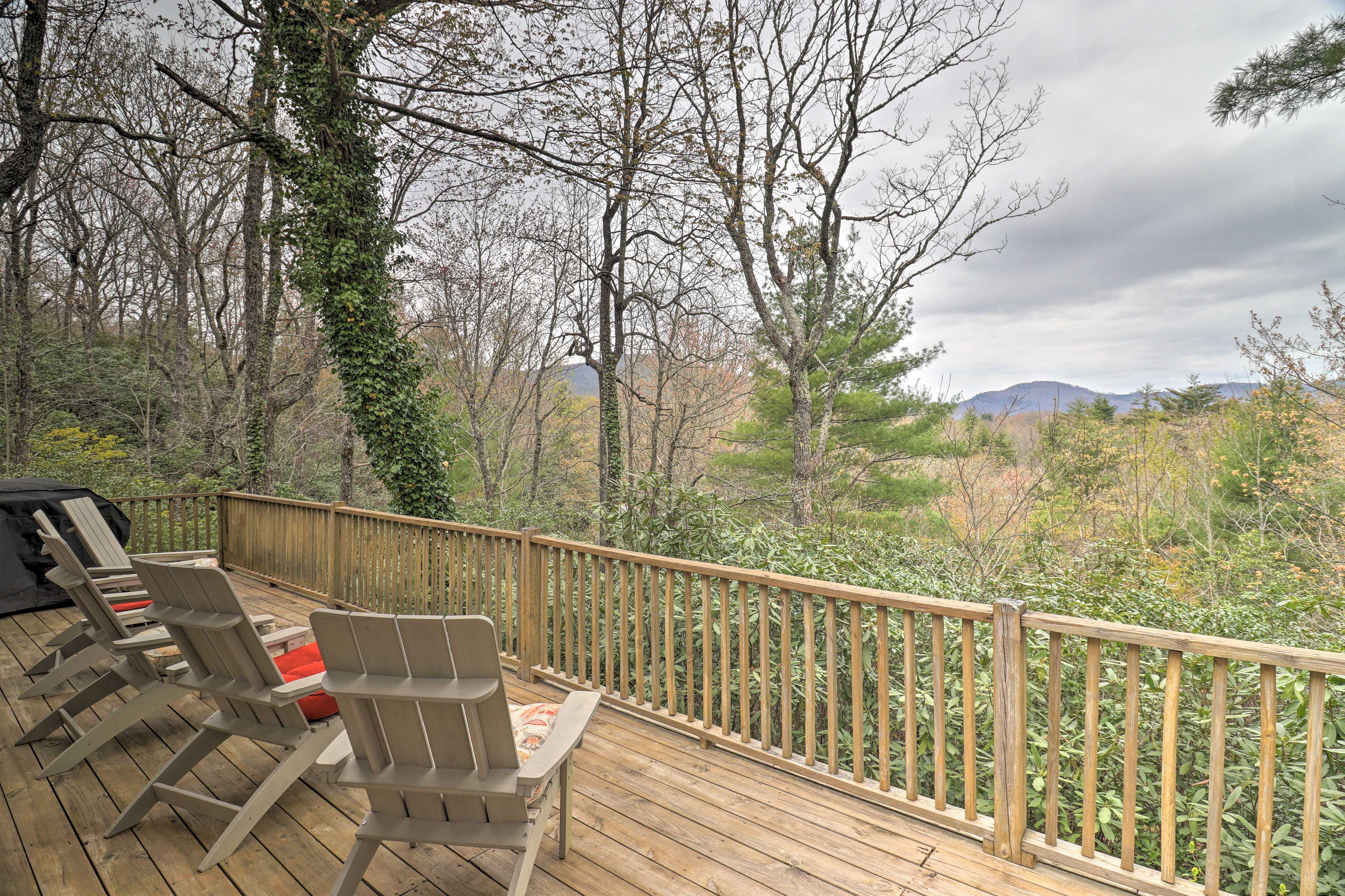 Lake Toxaway Vacation Rental Home   4BR   4BA   2,500 Sq Ft   Stairs Required