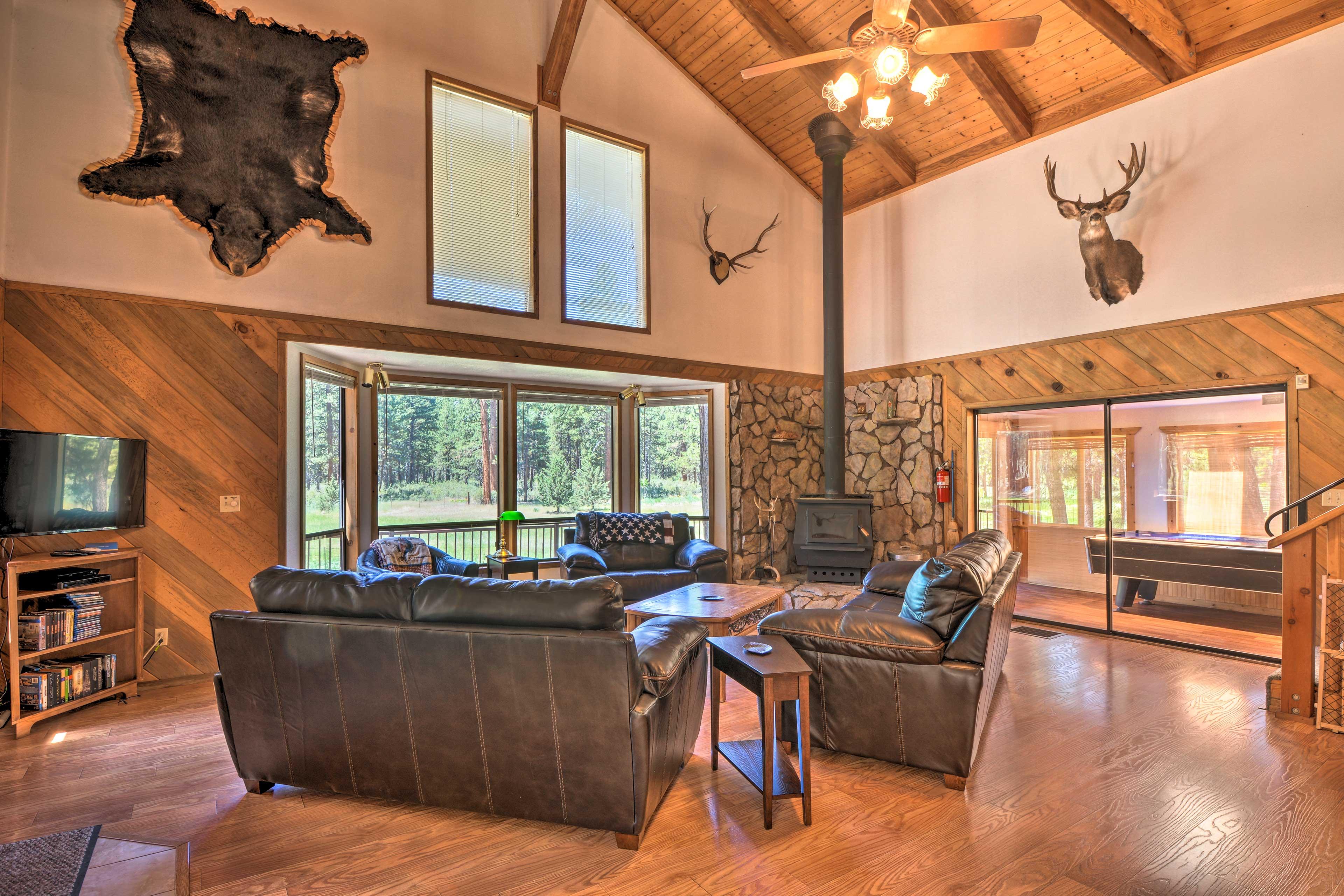 Unwind in this 2-bedroom+loft, 2-bathroom vacation rental home in Chiloquin.