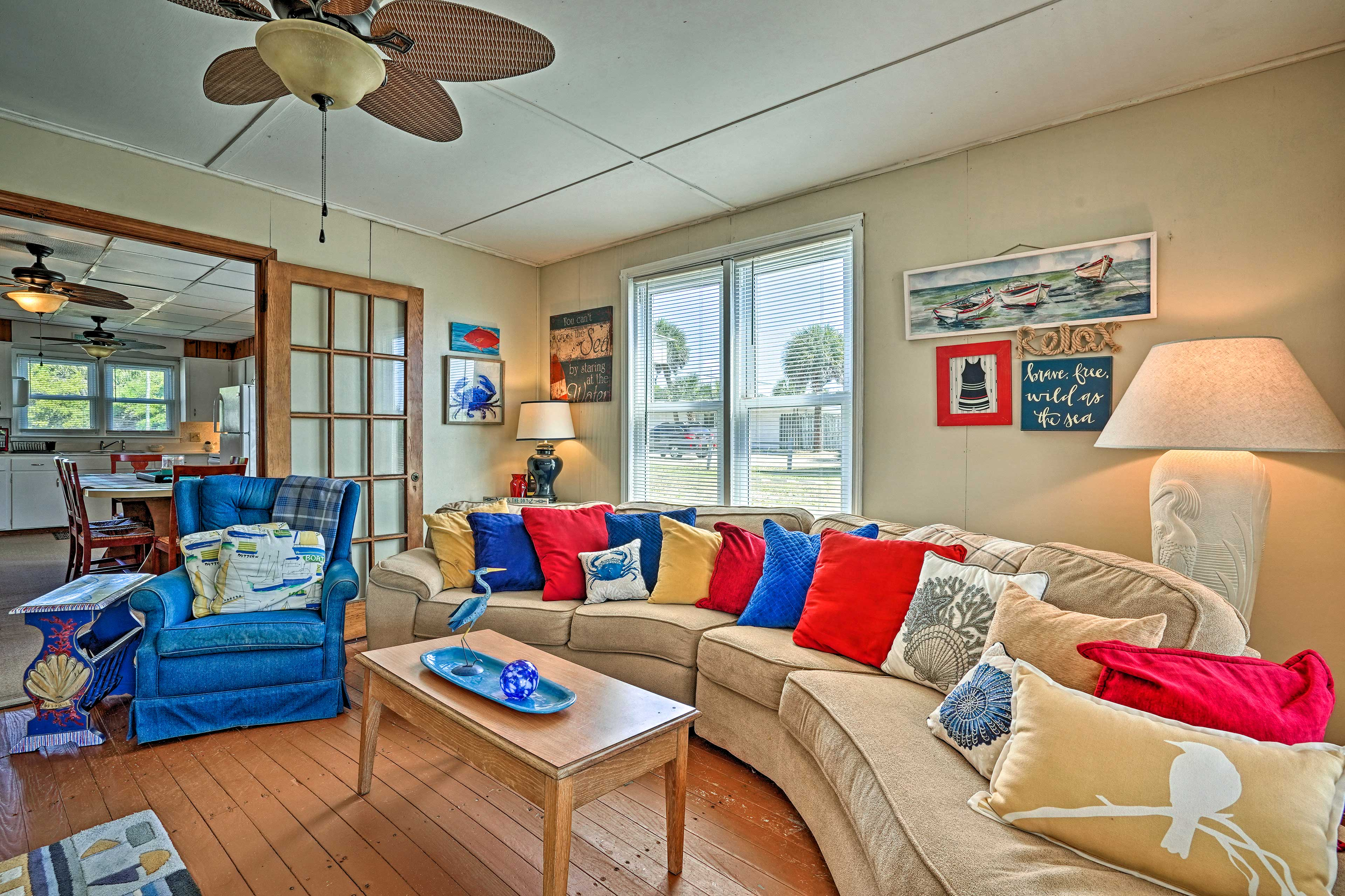 Living Room   Free WiFi