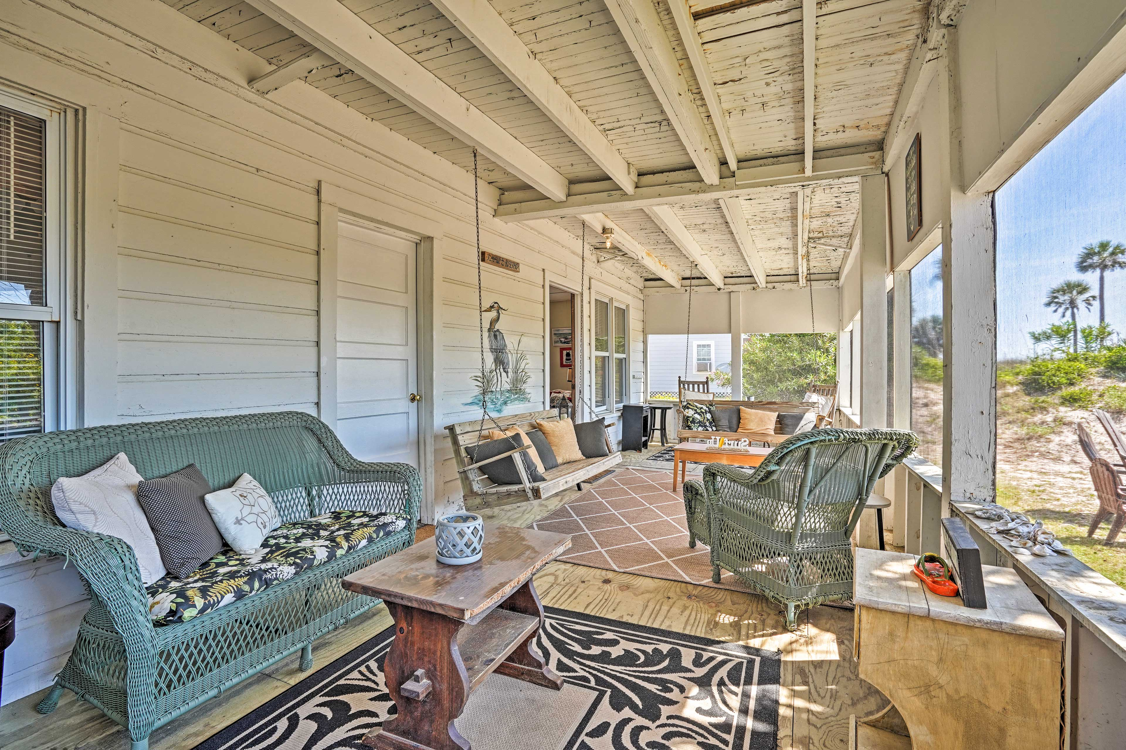 Screened-In Porch   Ample Seating