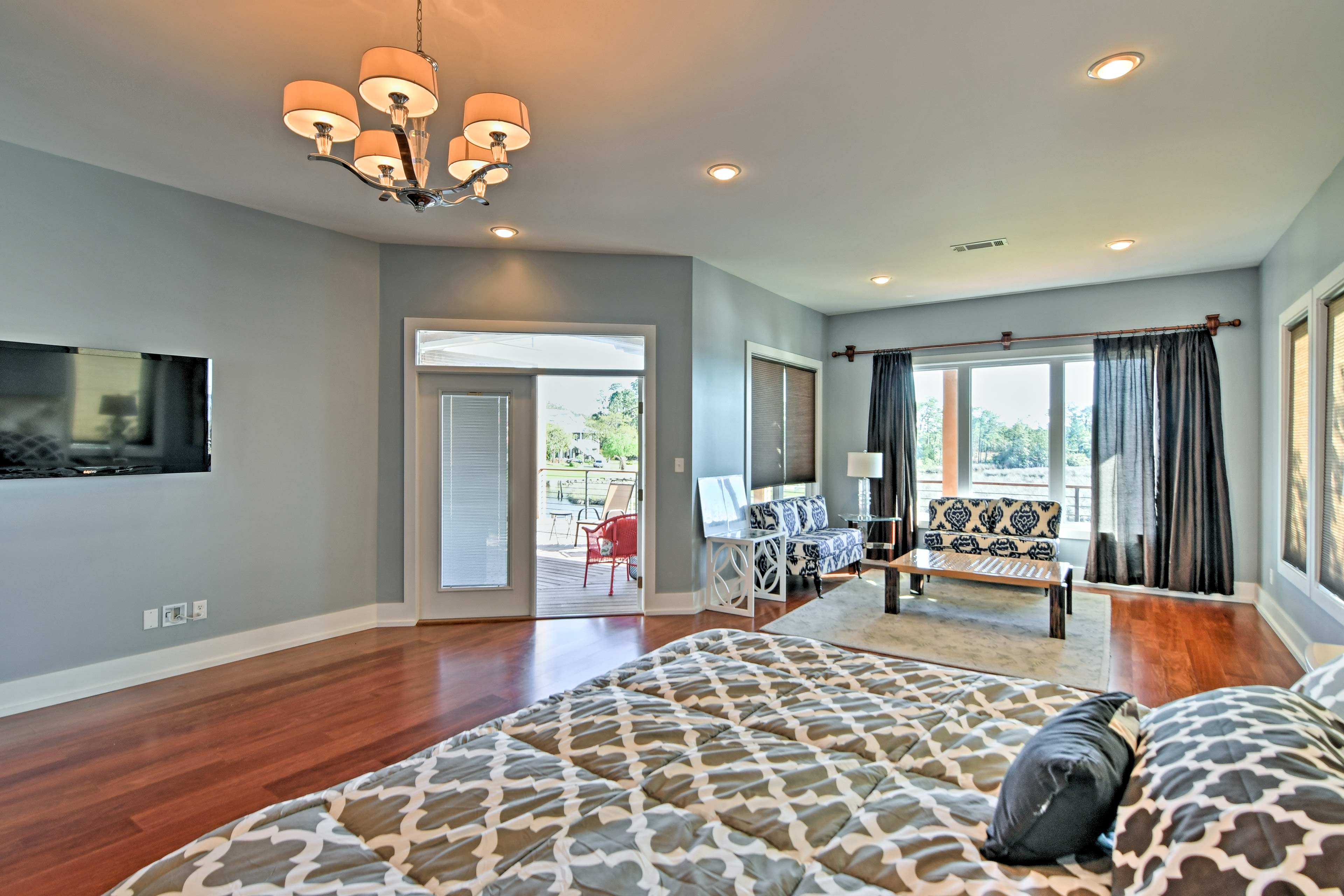Two guests can enjoy the life of luxury in the master bedroom.