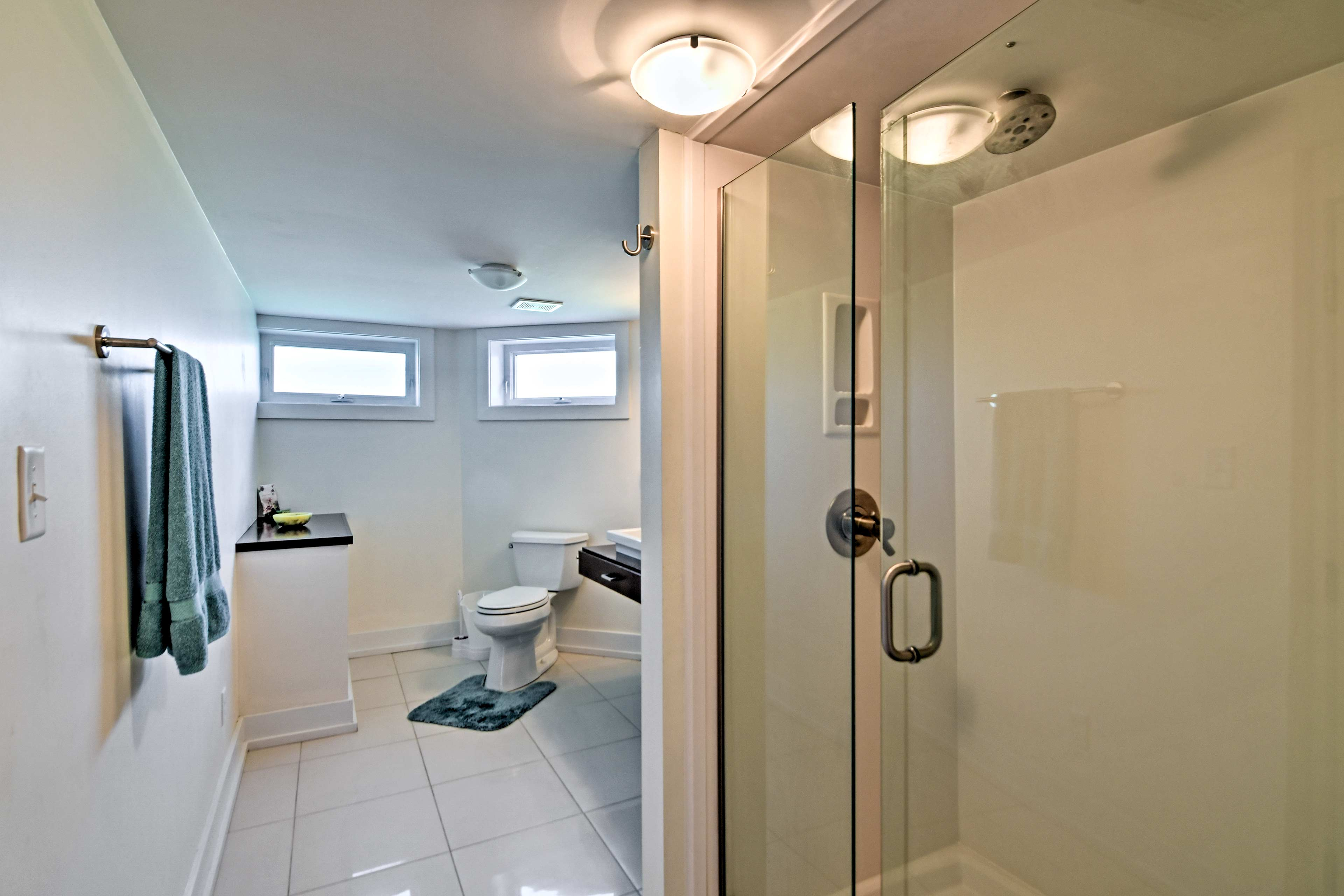 The home offers 5 full bathrooms, including the master en-suite bathroom.