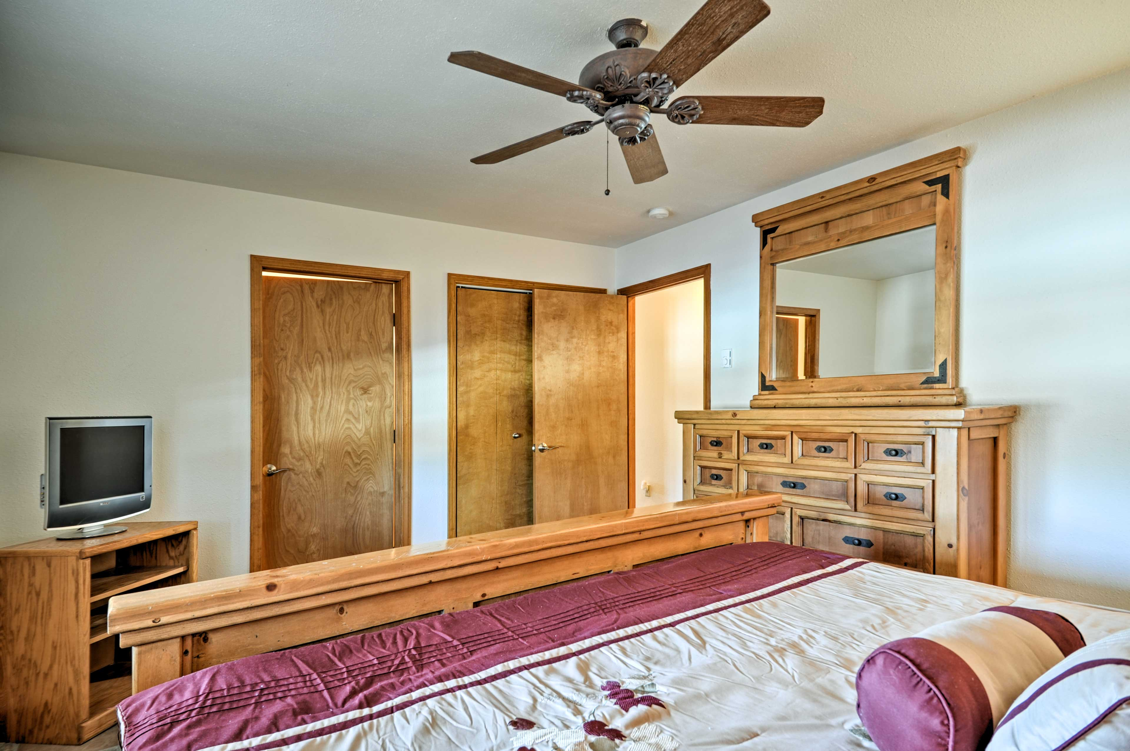This room features a brand new 40-inch flat-screen Smart TV.