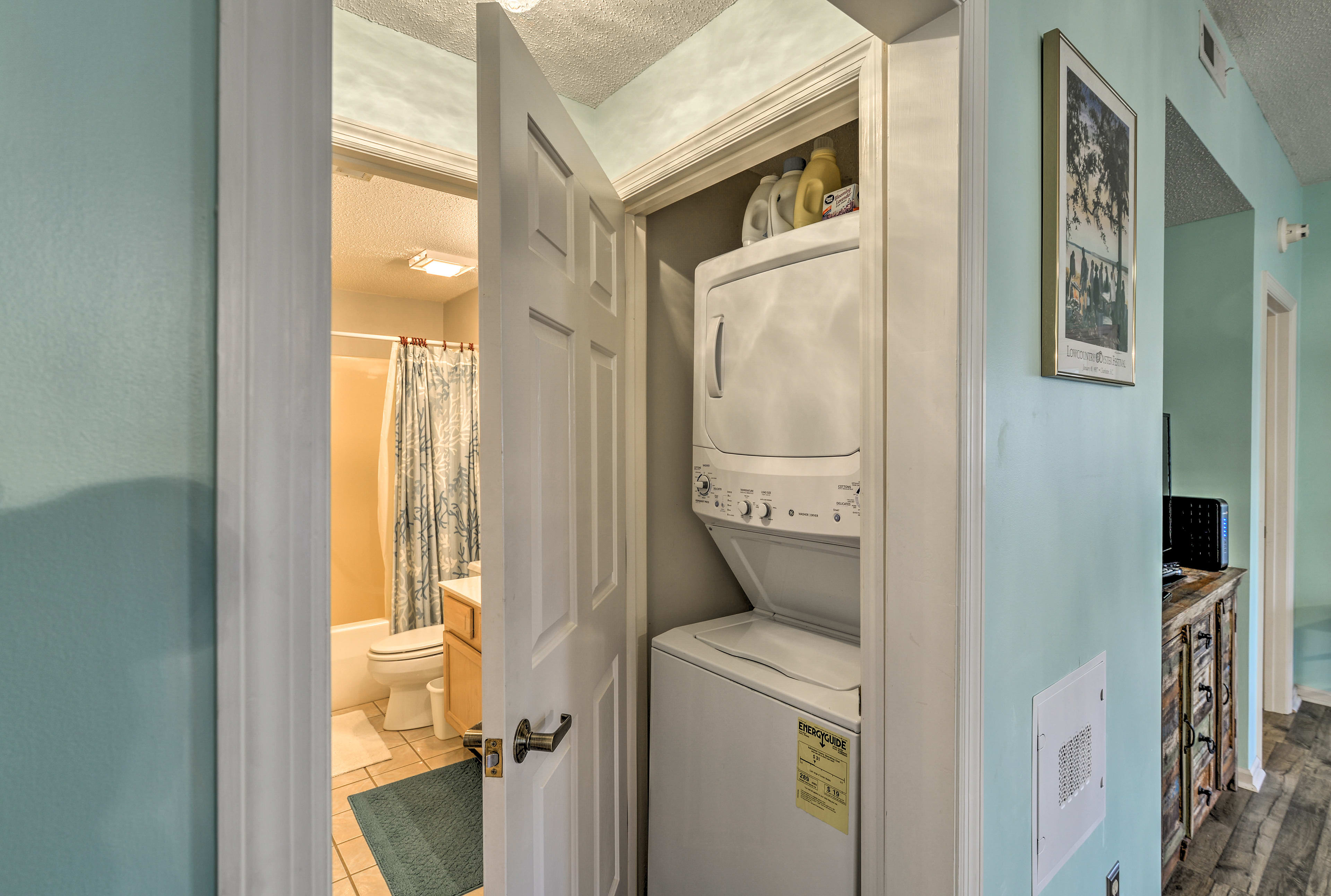 Keep your wardrobe fresh in this in-unit washer and dryer.