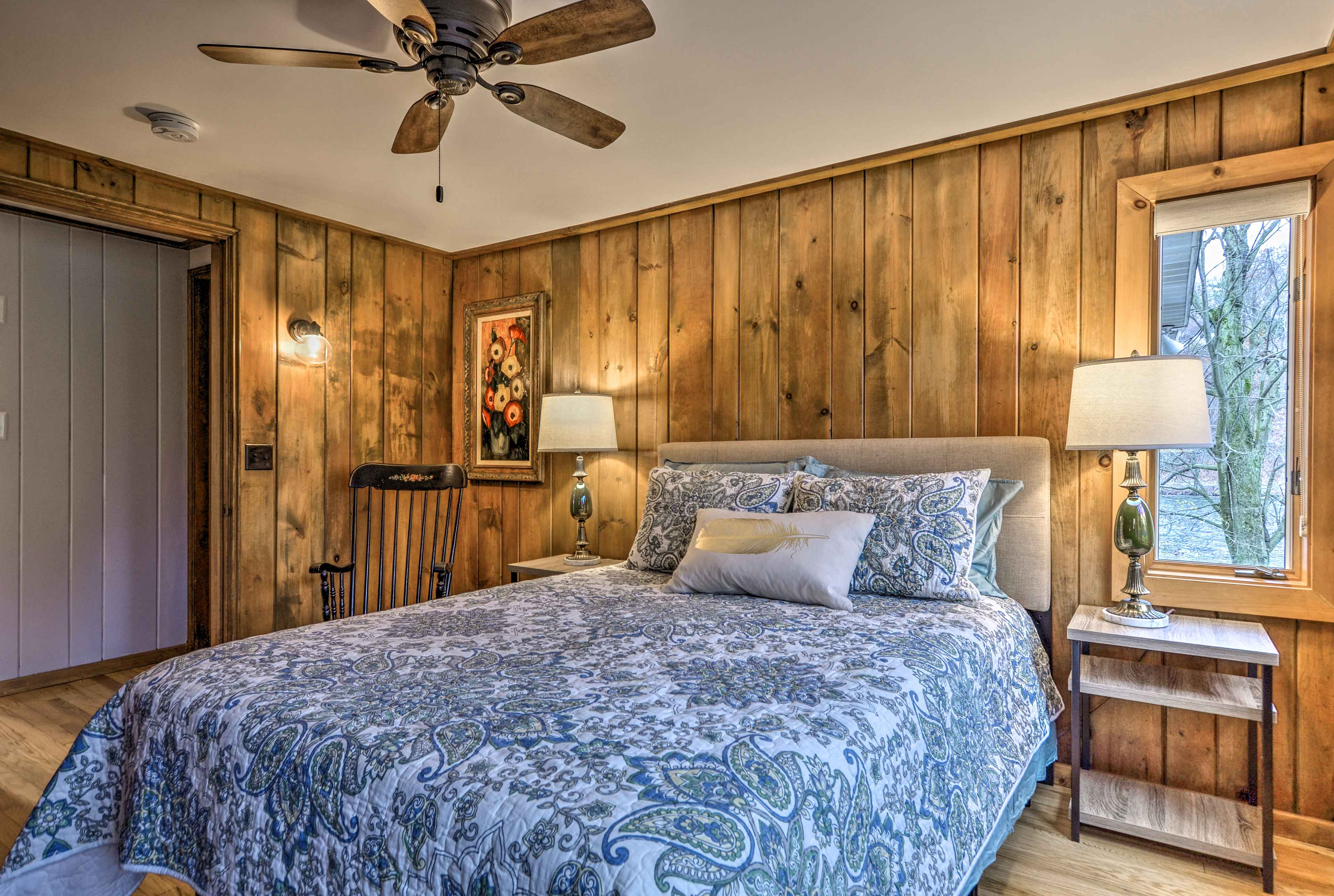 Wake up to stunning views from the comfort of the queen bed.