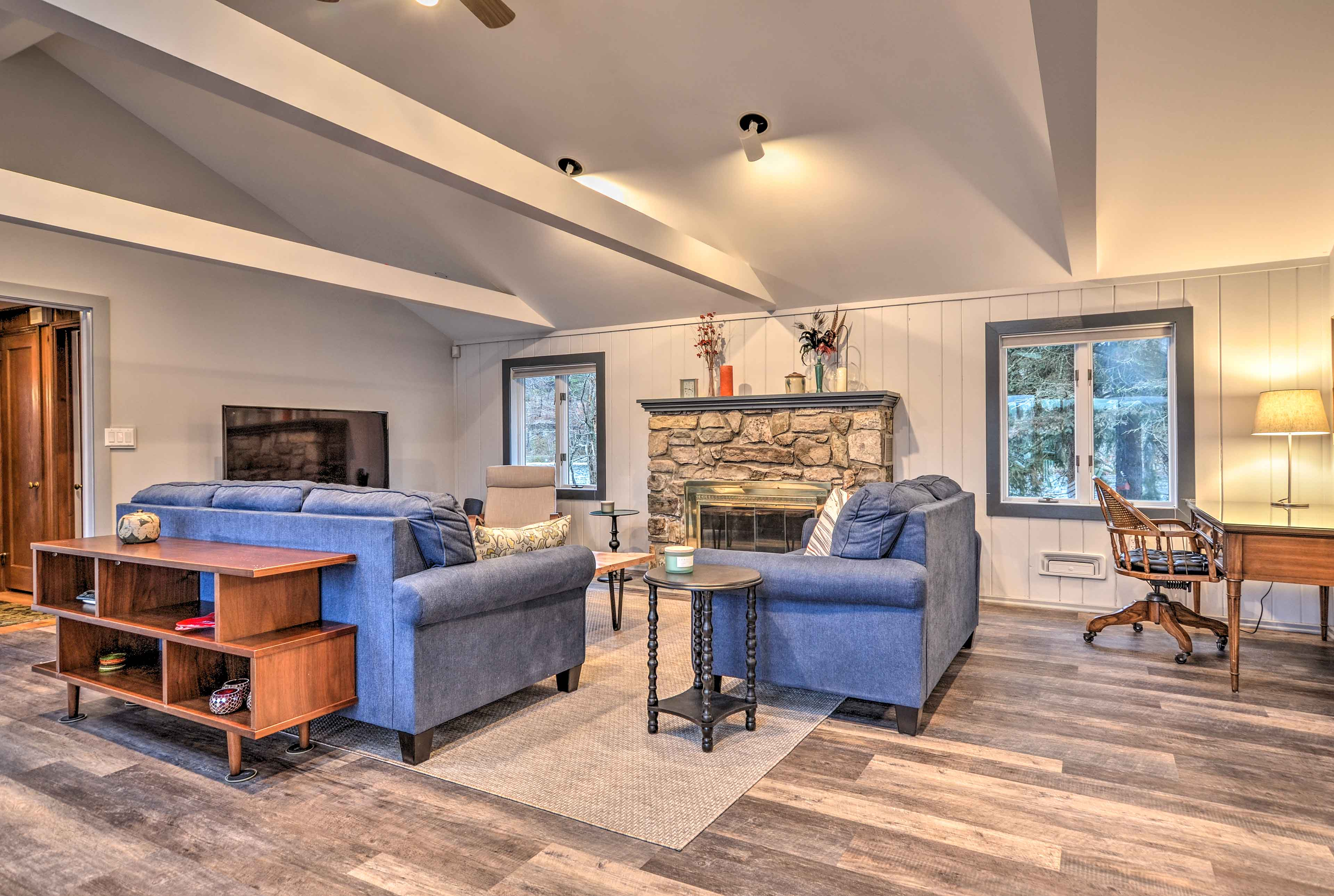 The living room features comfortable furnishings and a flat-screen TV w/ Dish.