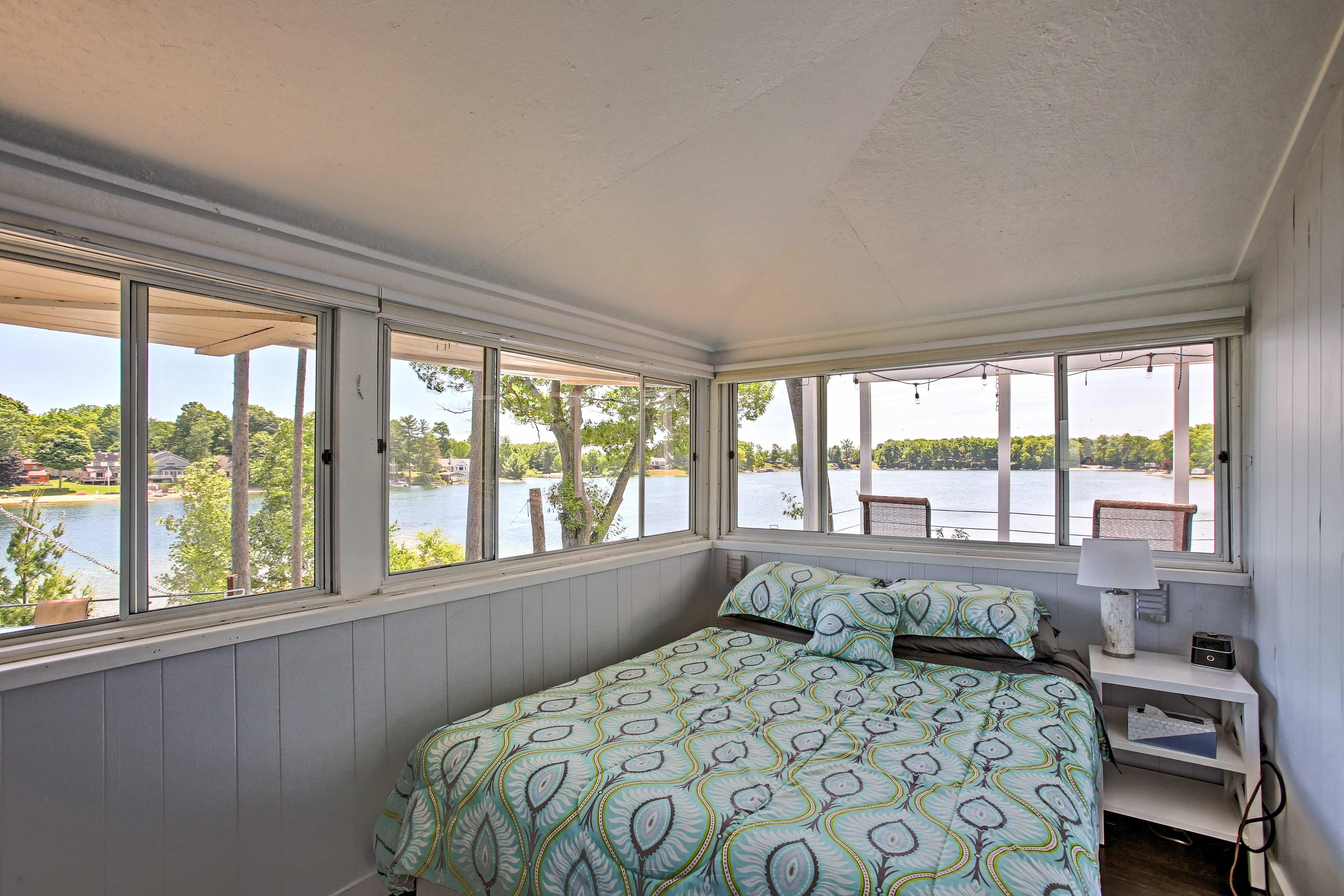 You'll love waking up to lake views.