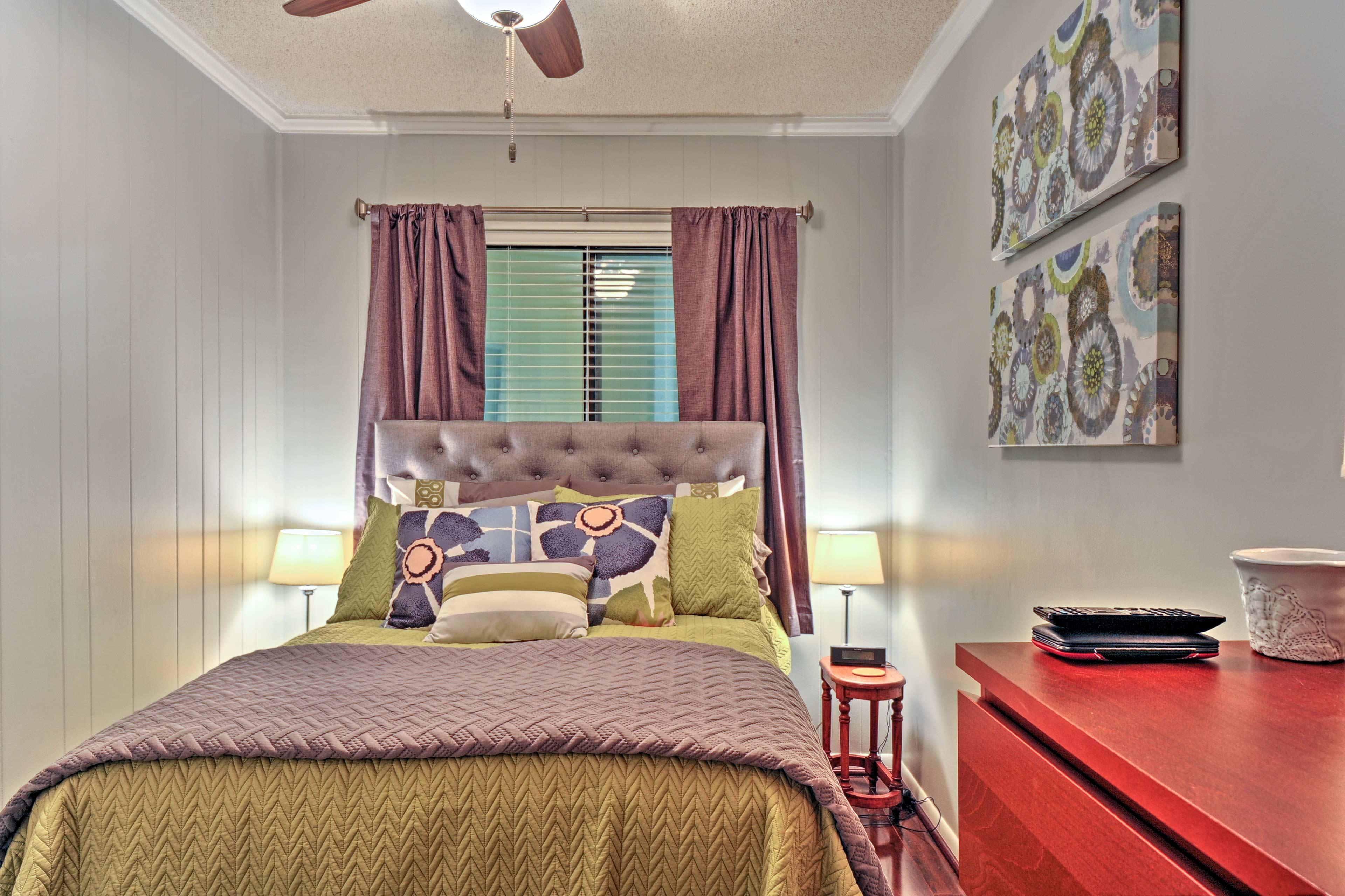 Bedroom | Full Bed | Linens Provided