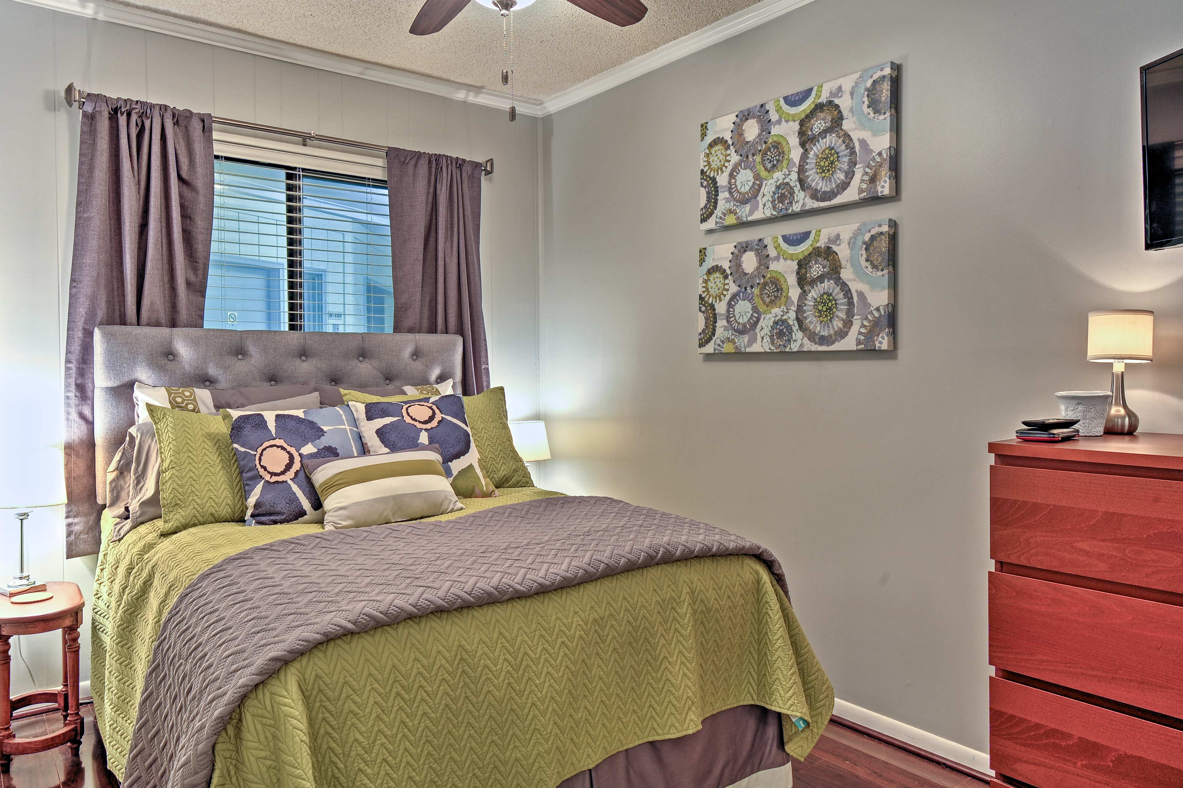 Bedroom | Smart TV