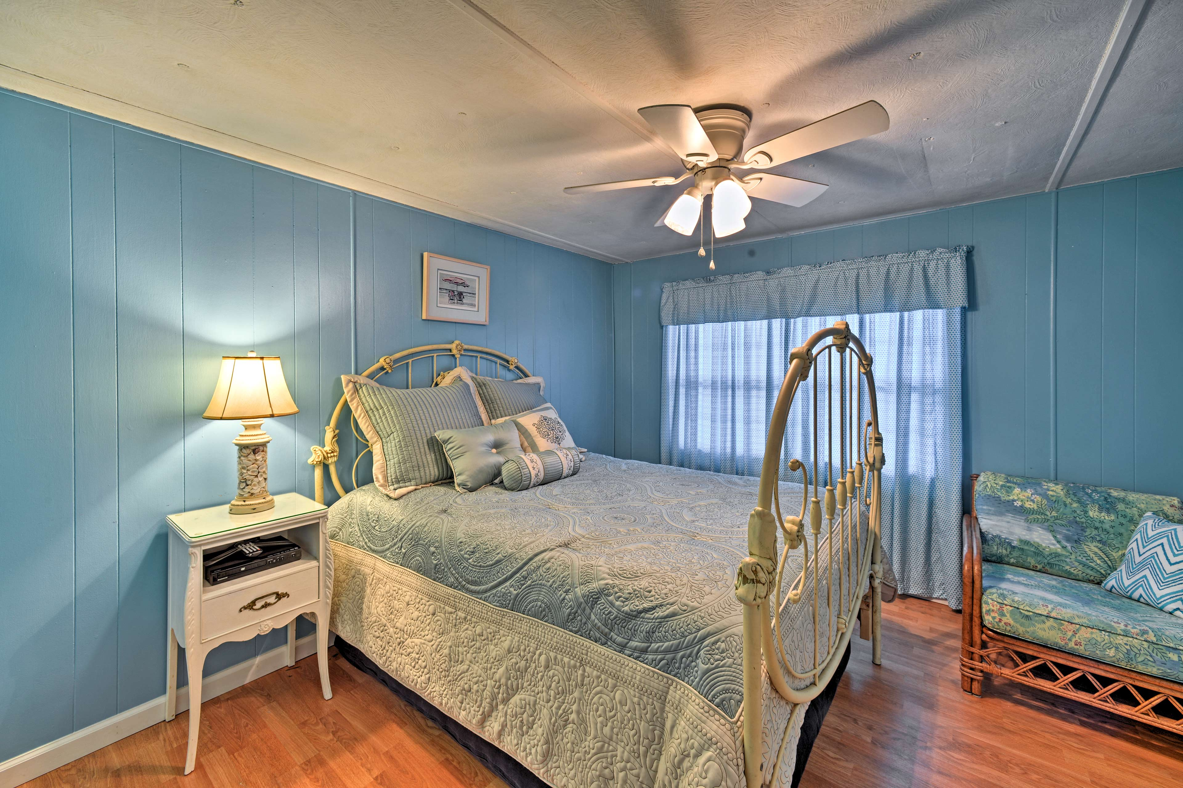 Sleep soundly in the second bedroom with a full bed.