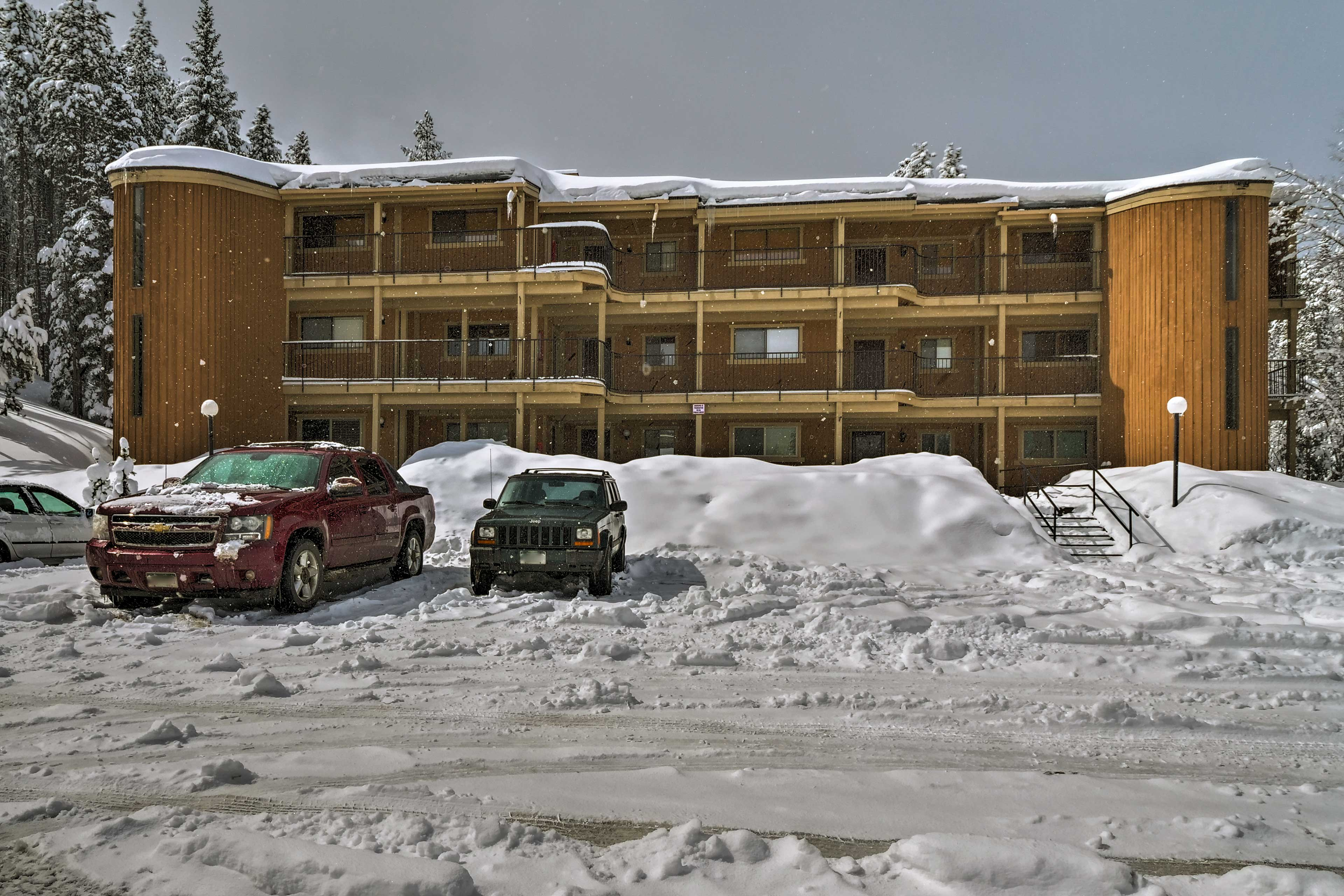 Have an adventurous mountain vacation at this charming condo.