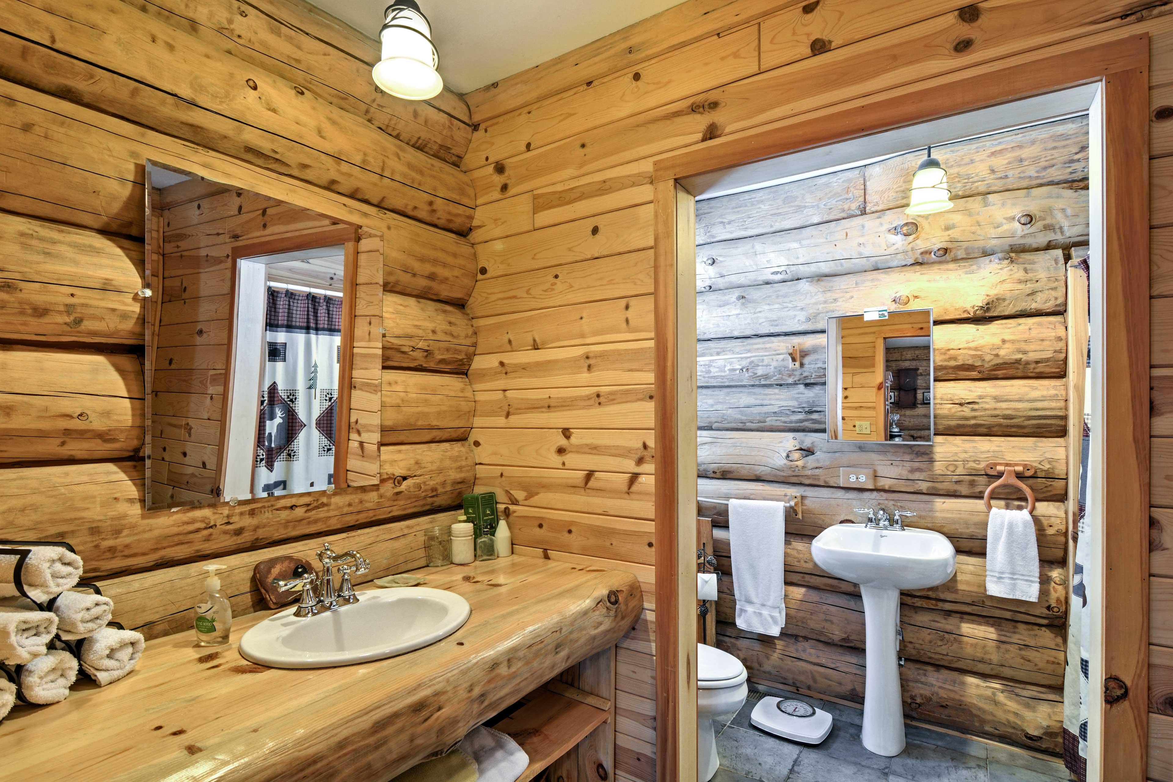 The master en-suite bath offers a shower/tub combo.