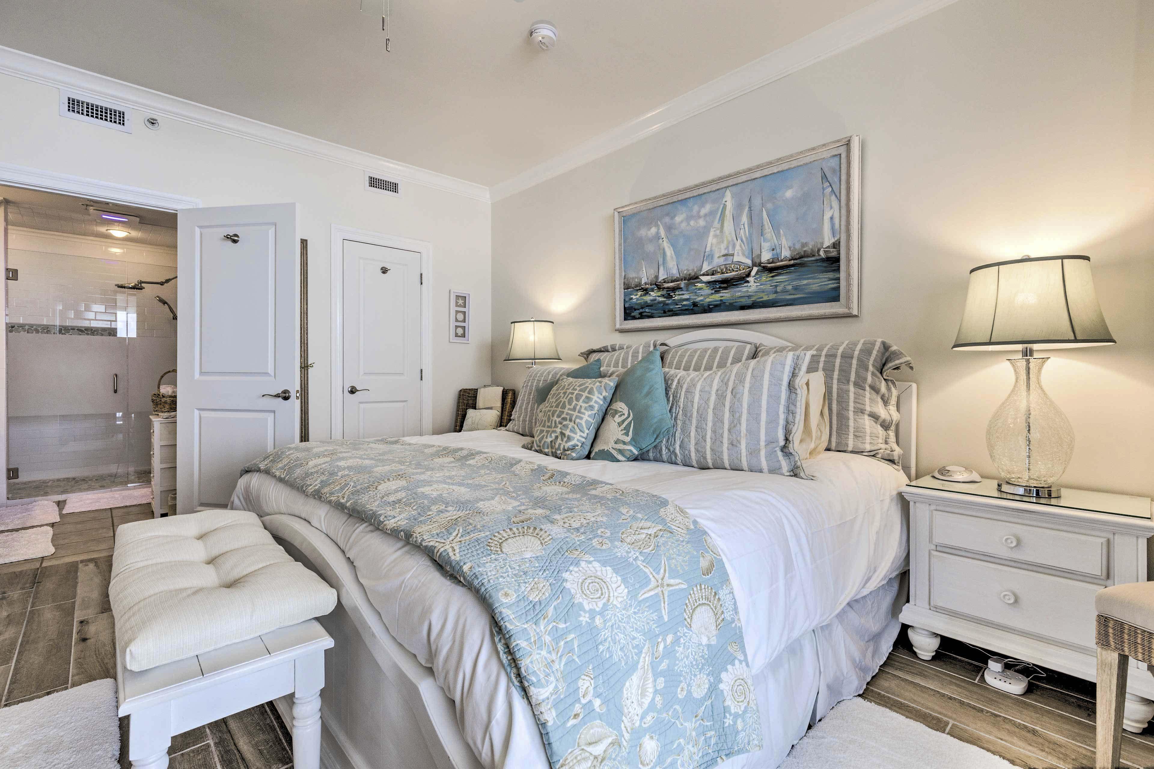 Master Bedroom | Full En-Suite Bathroom