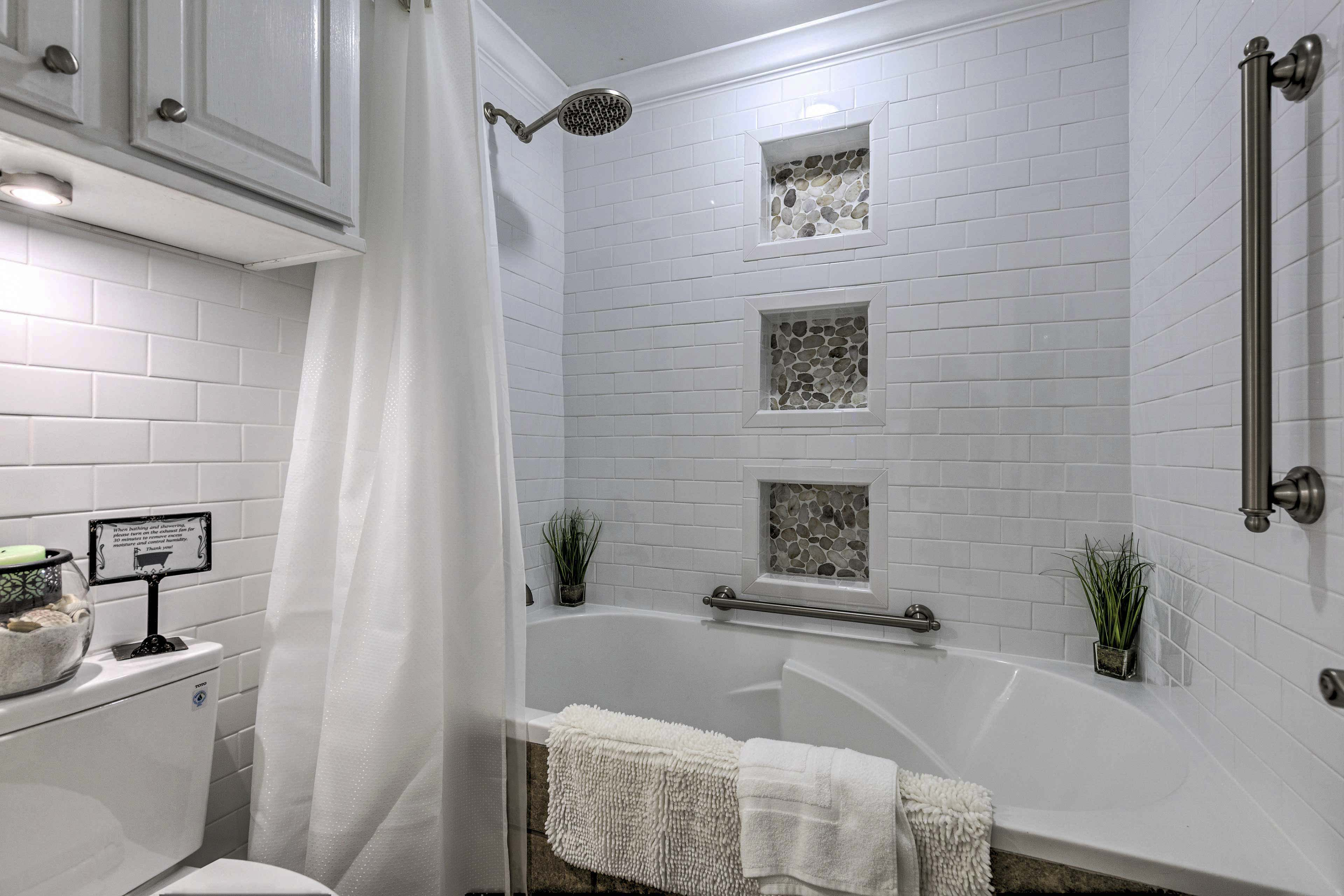 Full Bathroom | Tub/Shower Combo