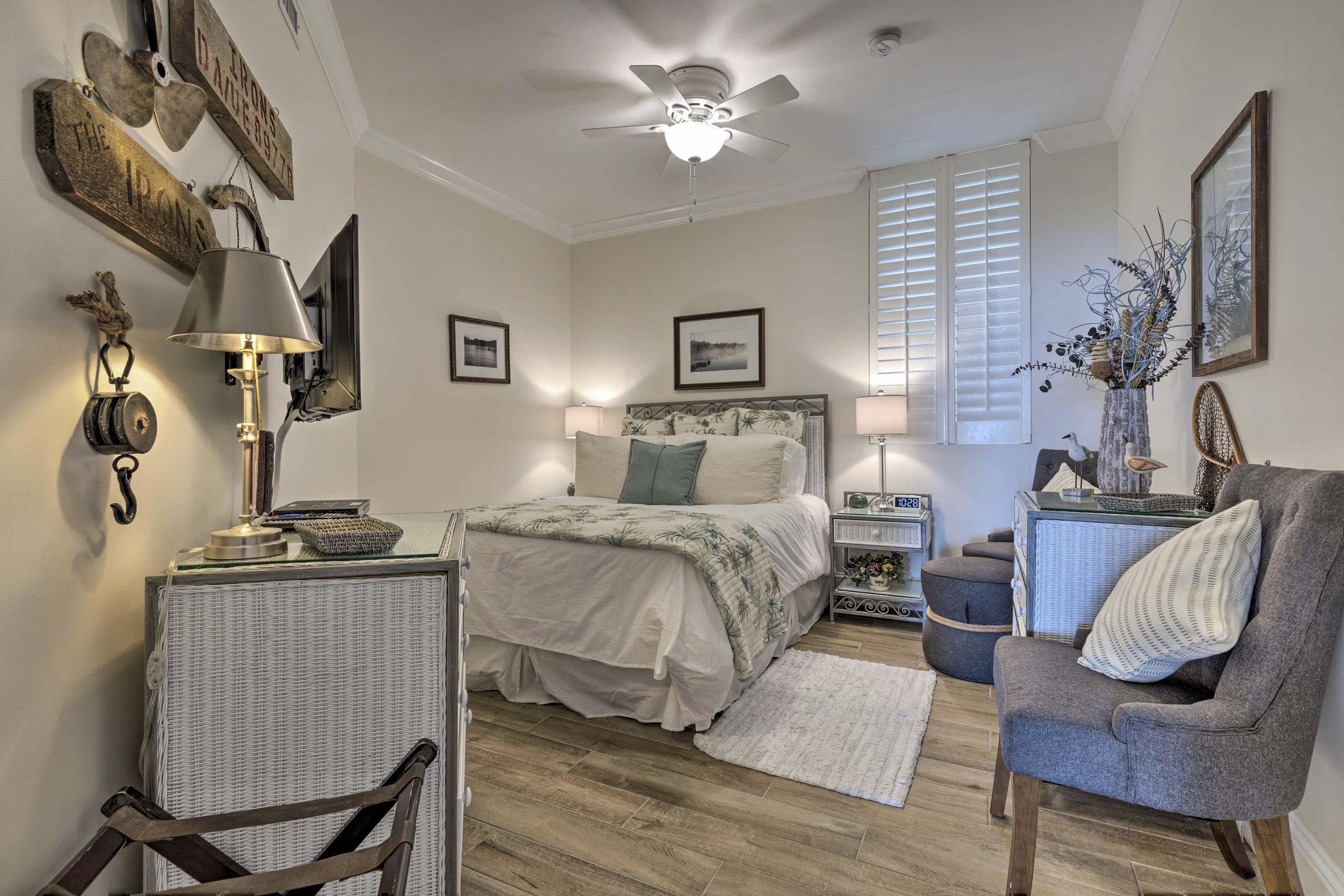 Bedroom 2 | Queen Bed | Satellite TV