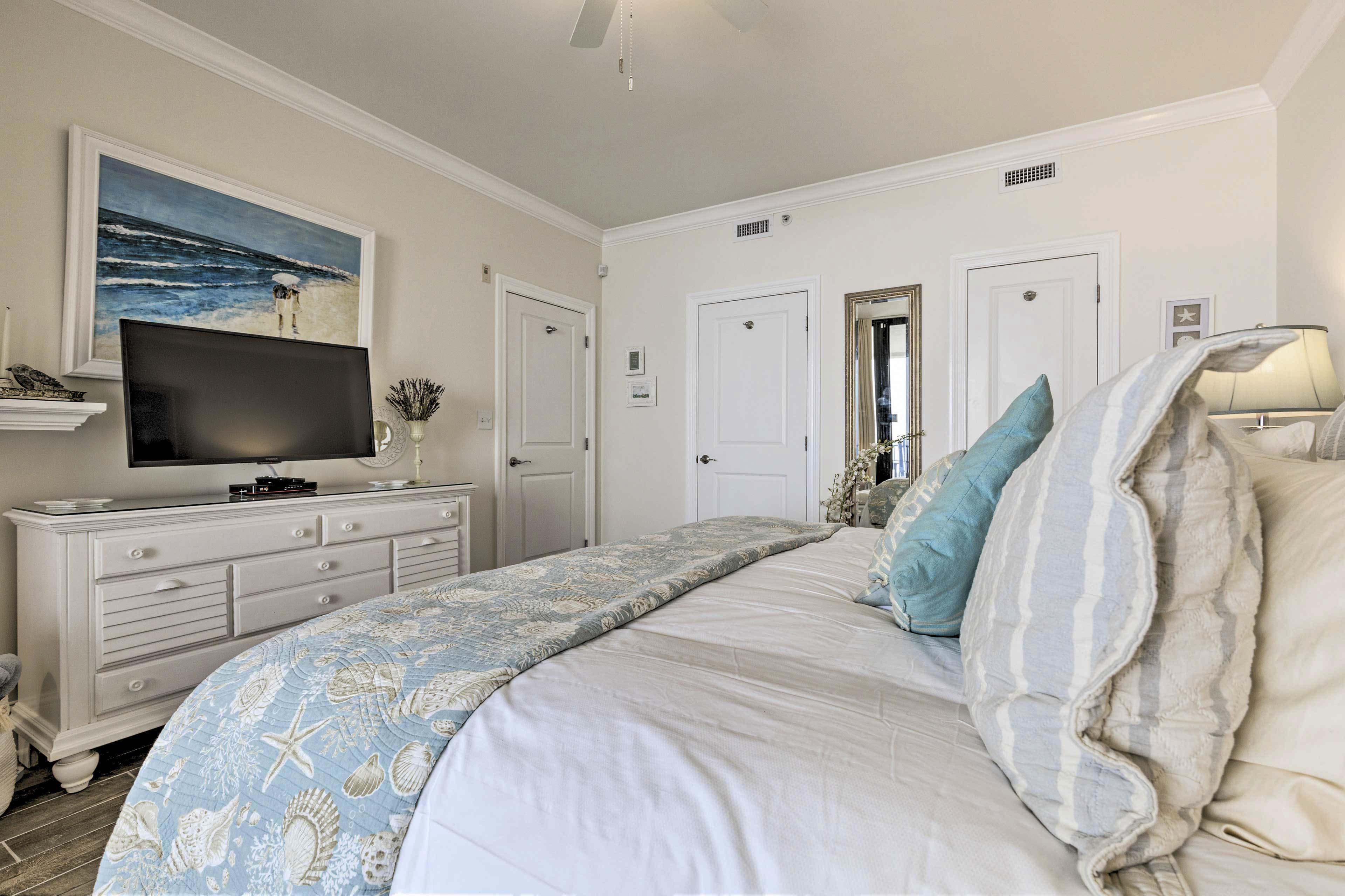 Master Bedroom | Satellite TV | Linens Provided