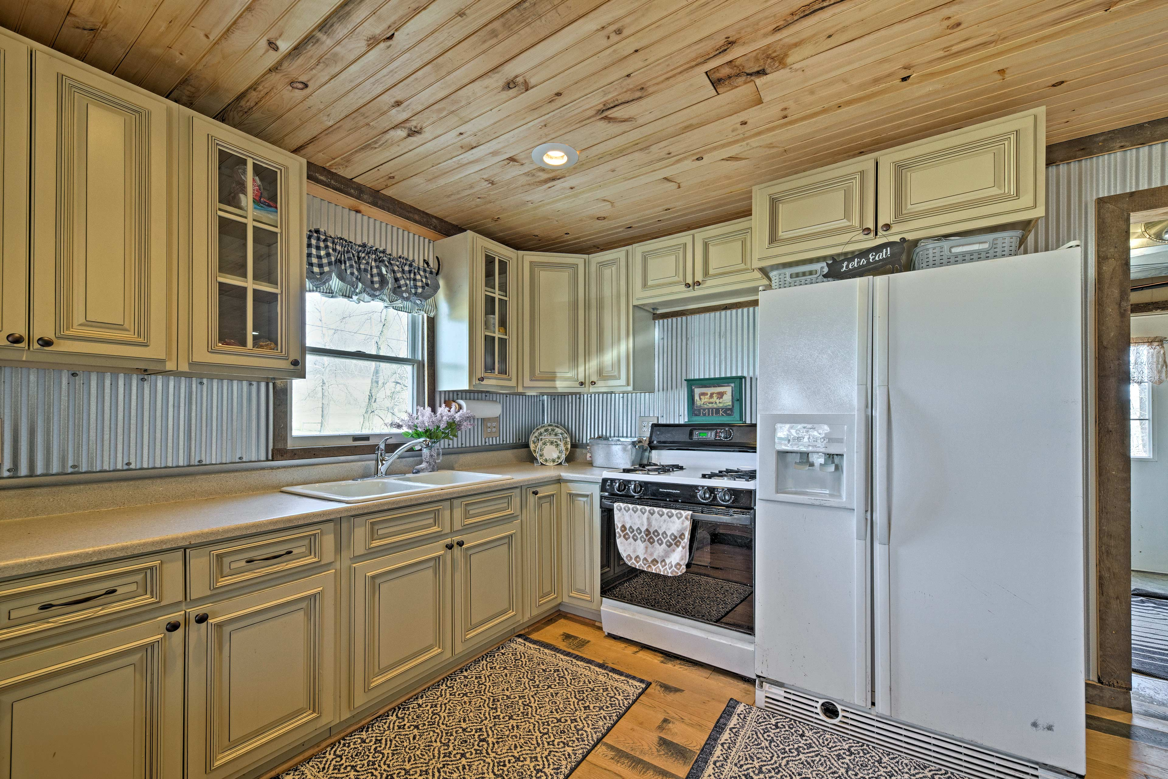 With modern appliances and ample counter space, cooking will be a breeze!
