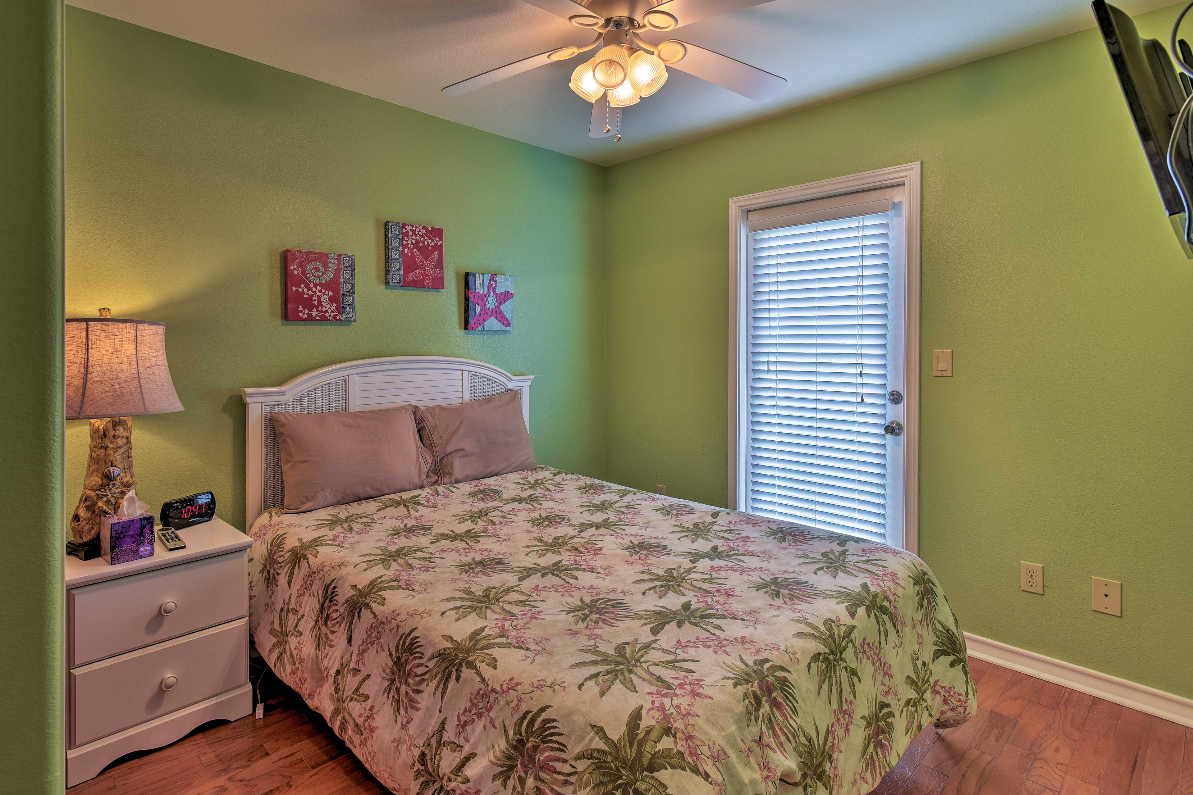 Two can claim this bright tropical room!