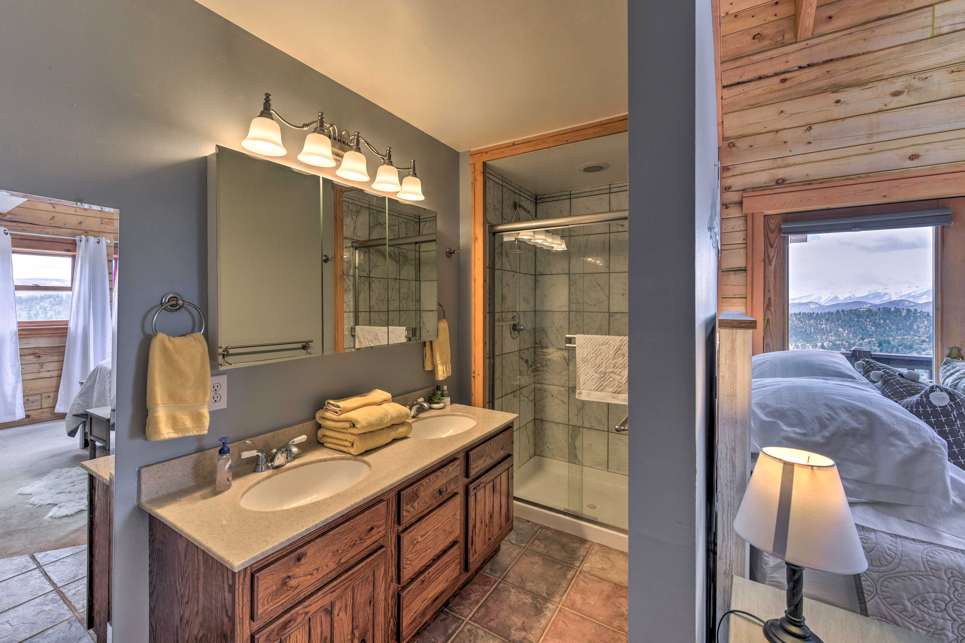 Rinse off the day in the master en-suite bathroom.