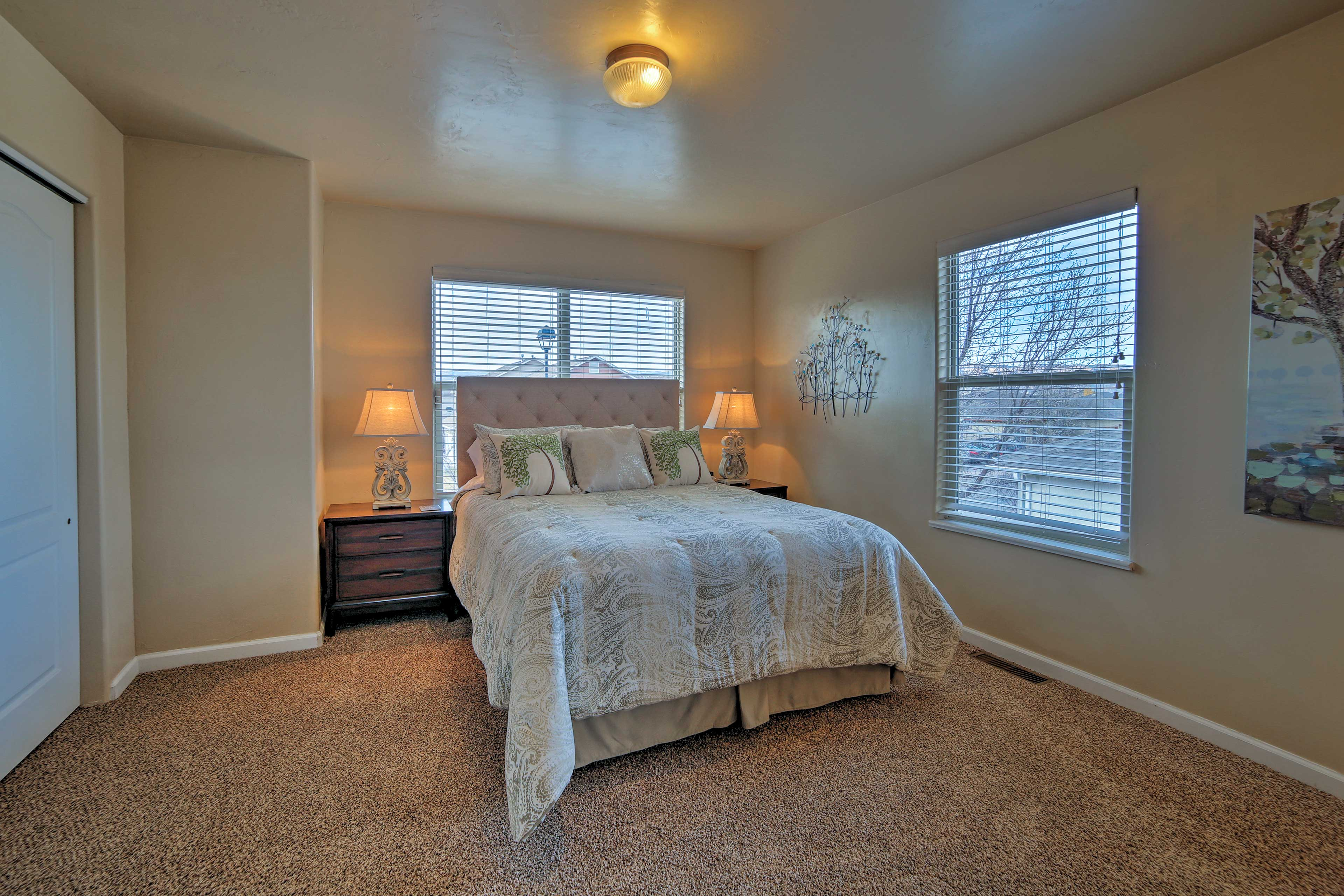 Wake up feeling refreshed from a sound sleep in this queen bed.