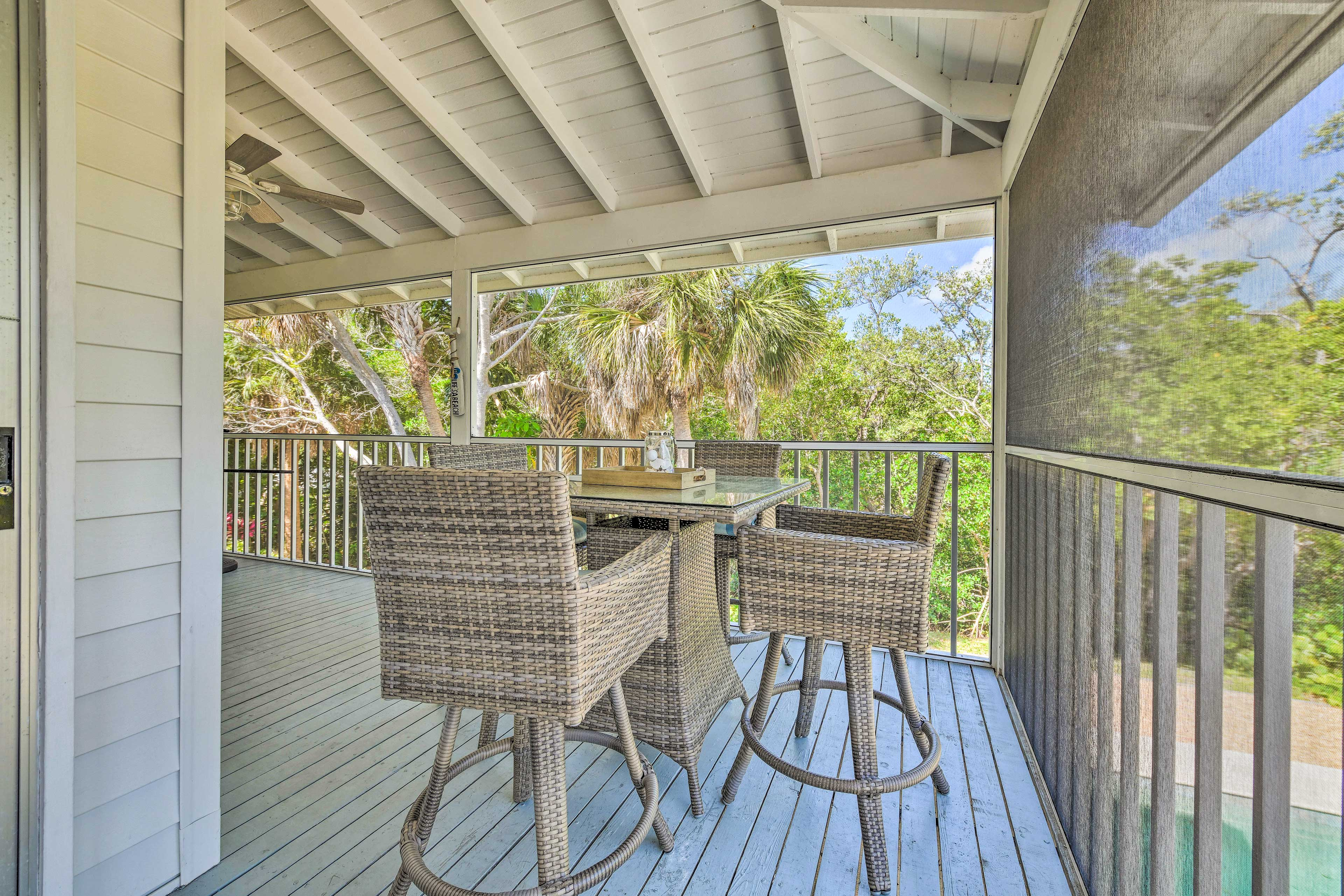 Private Screened-In Porch   Outdoor Dining Space