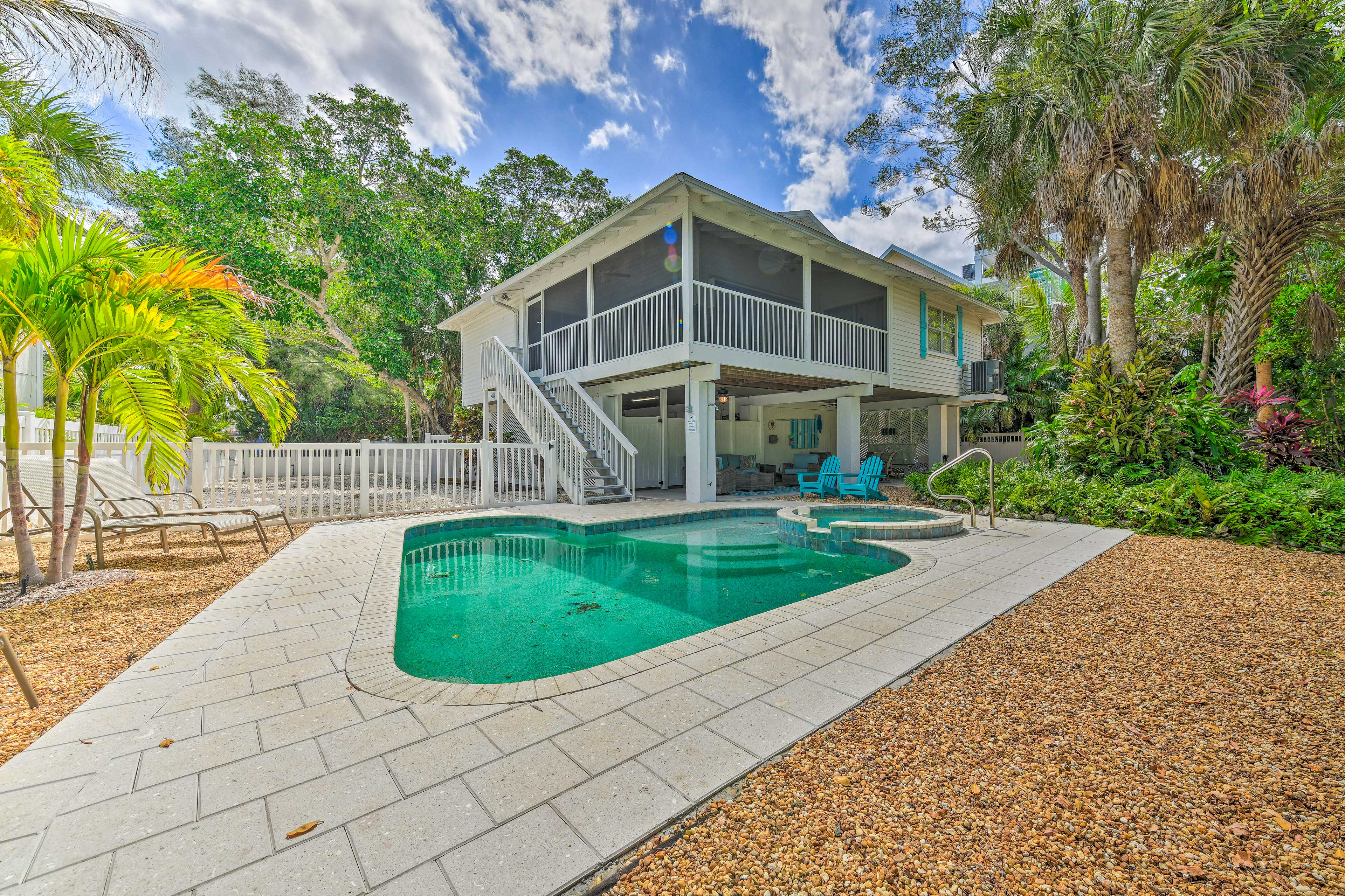 Anna Maria Vacation Rental Cottage   2BR   2BA   1,285 Sq Ft   Stairs Required