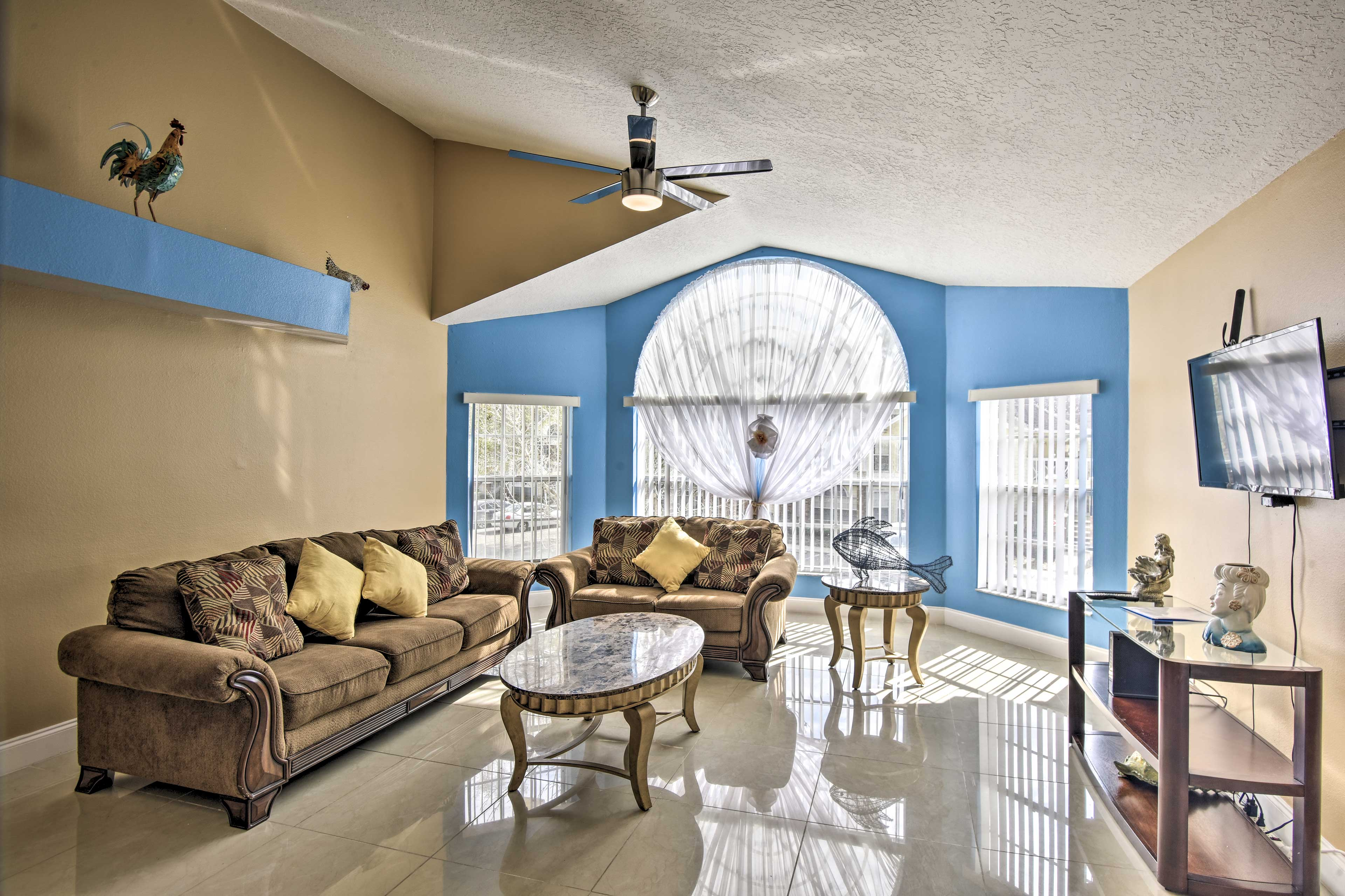 This condo offers all the comforts of home and is just 15 minutes from Disney!