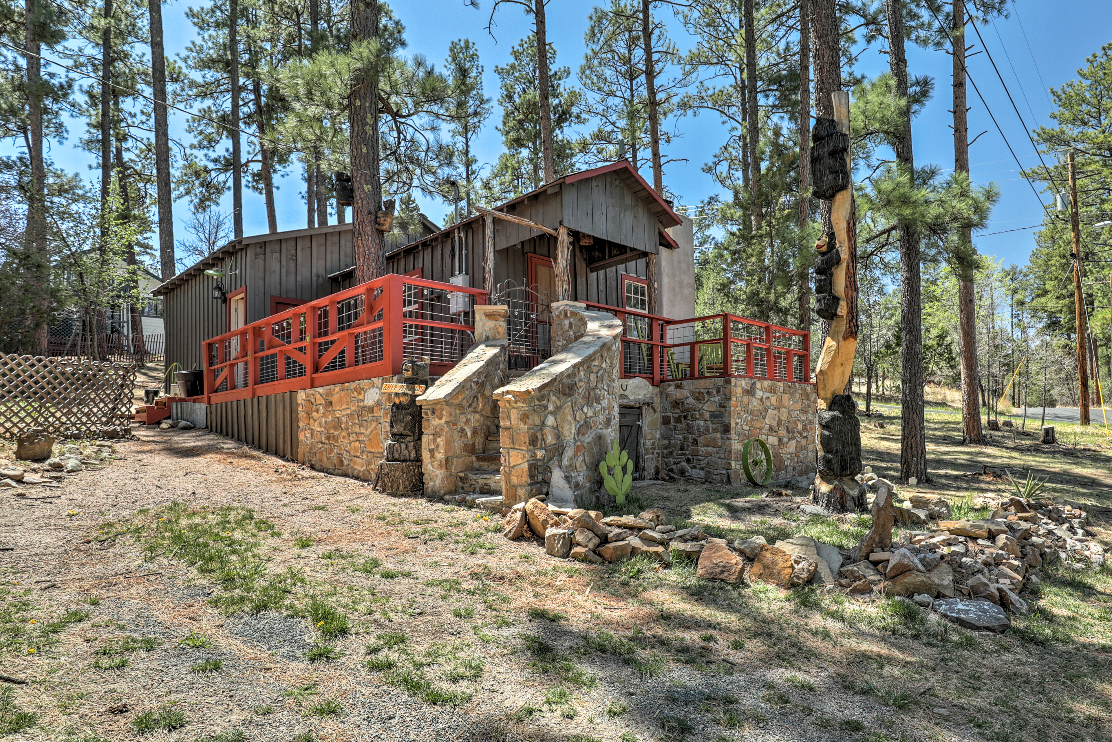 This 2-bed, 2-bath cabin provides 6 travelers with serene alpine seclusion.