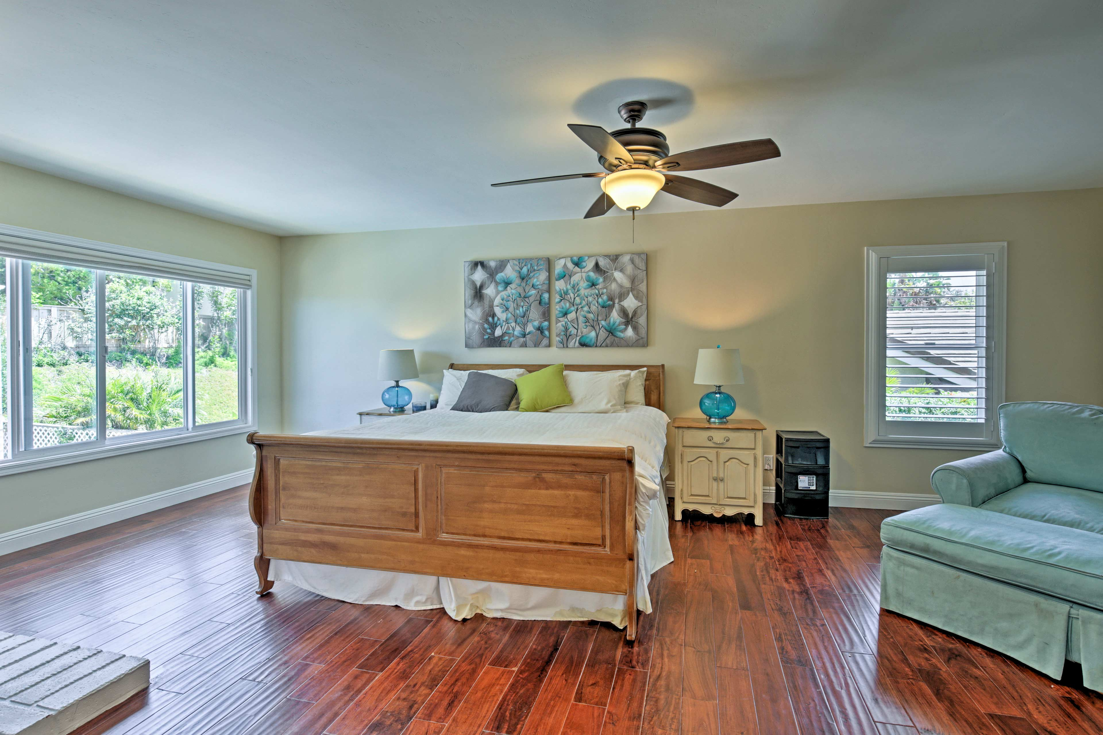 Come nightfall, retreat to the master bedroom with a king bed.