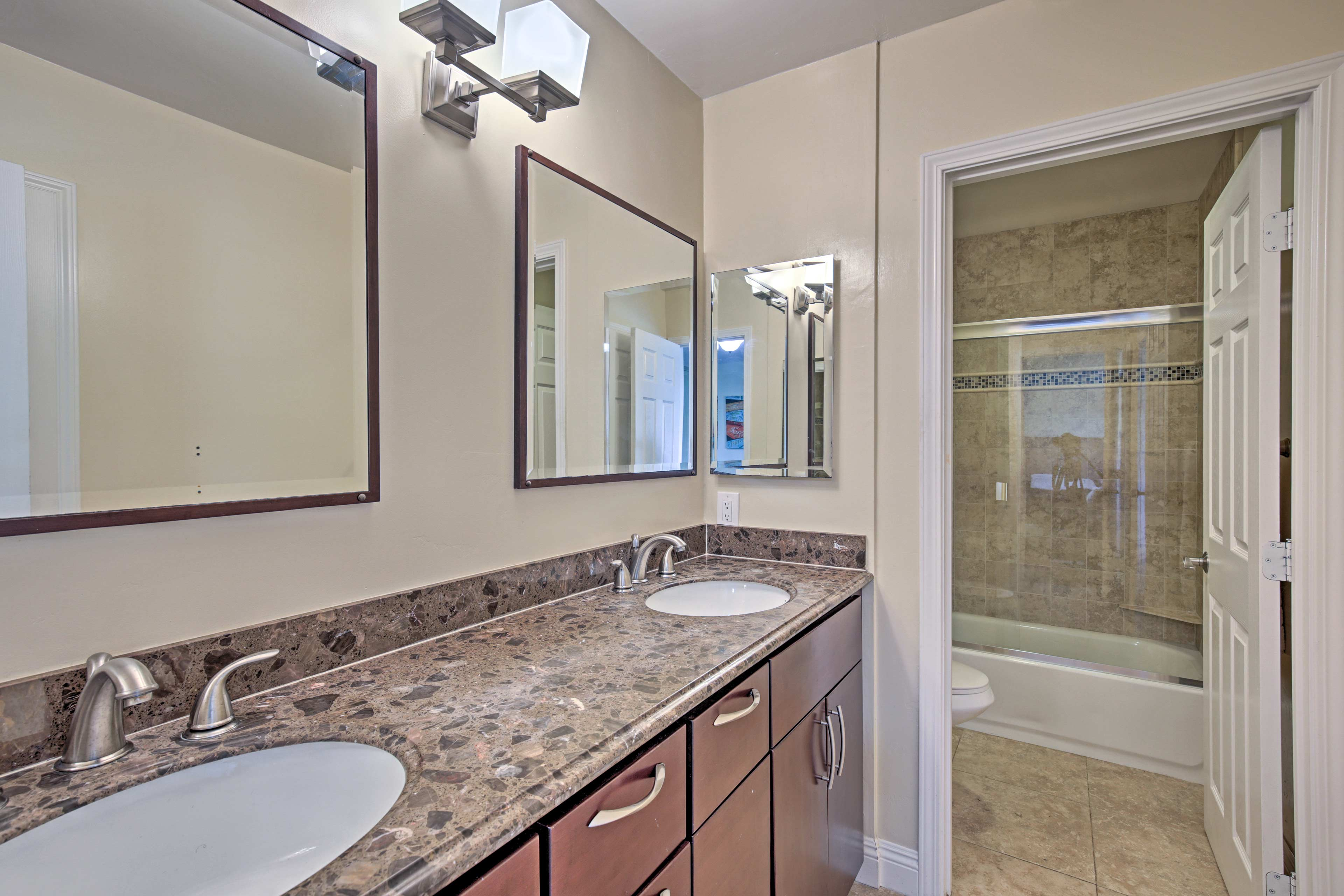 This bedroom also features a full en-suite bathroom.