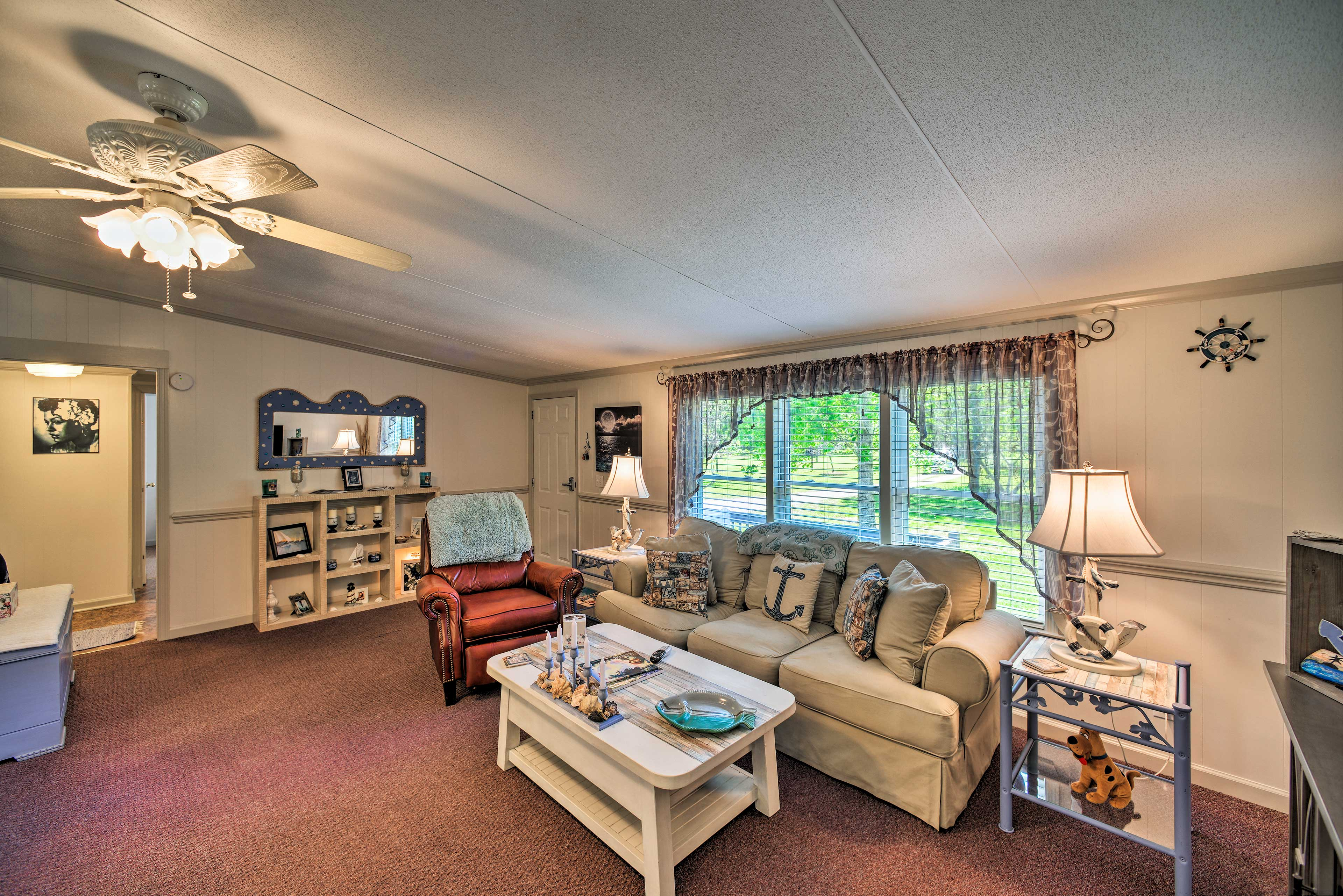 Comfortably sleeping 6, this retreat is ideal for family or friends.