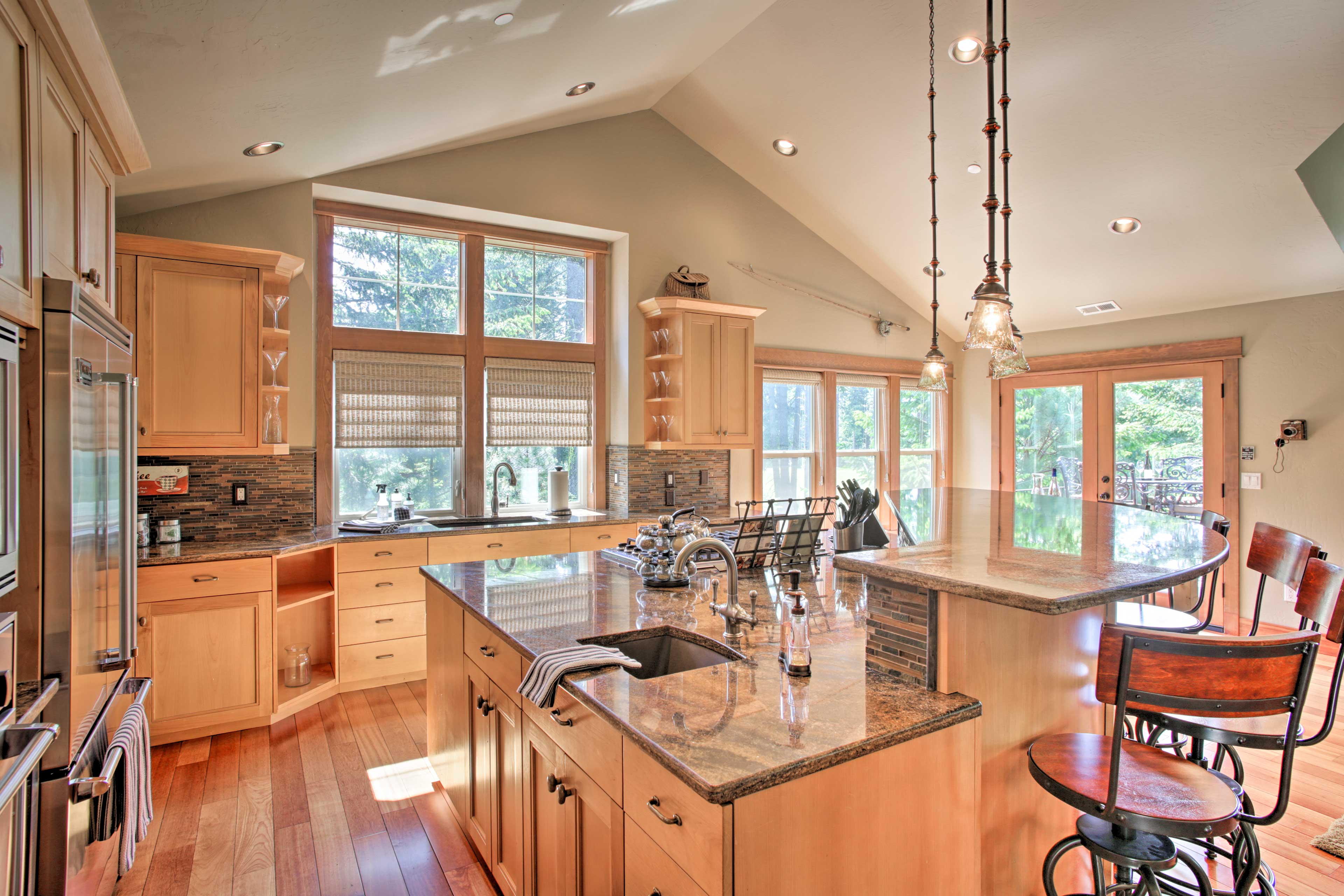 This updated kitchen will bring the gourmet chef out of any ordinary cook!