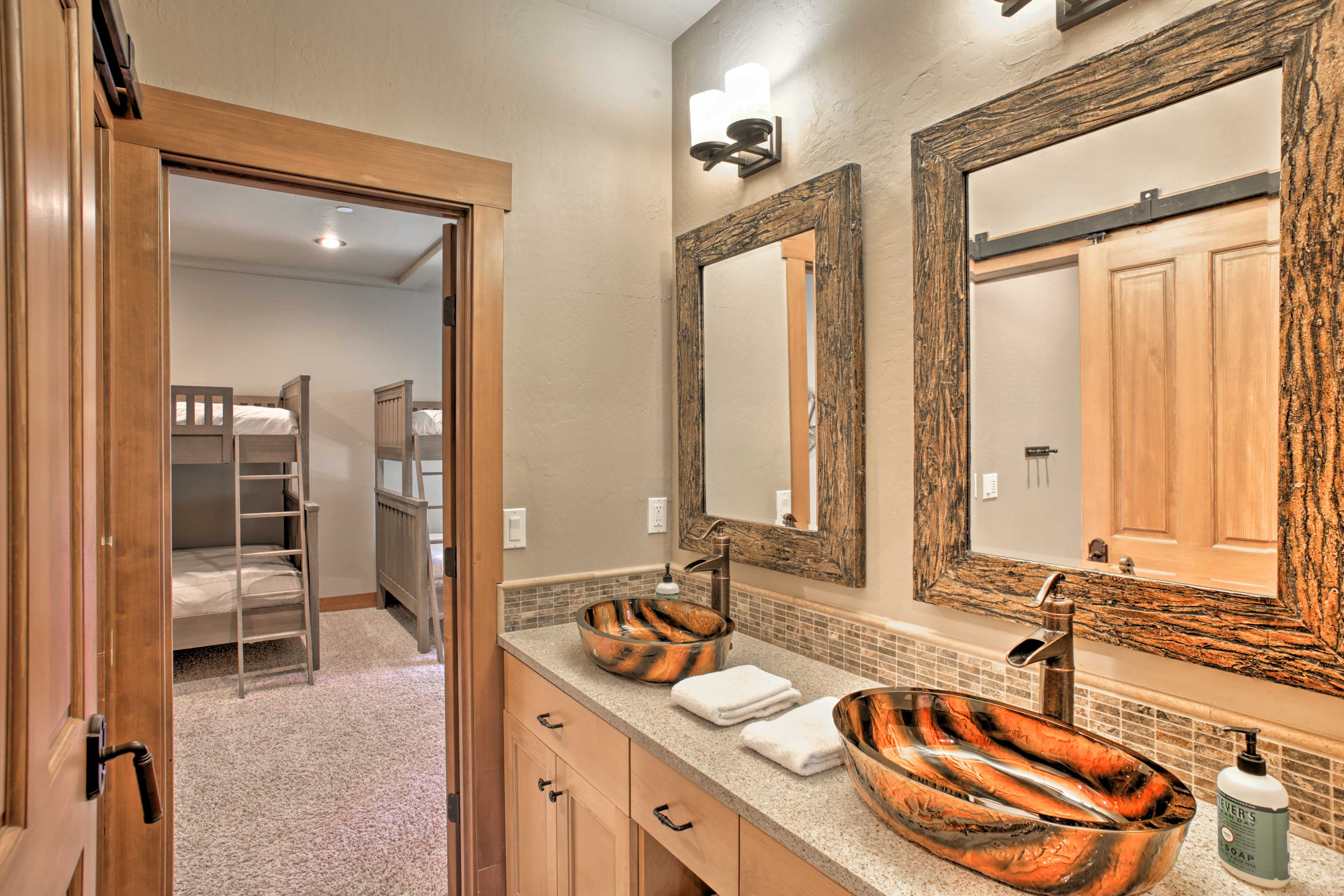 The 2 guest bedrooms share this bath.