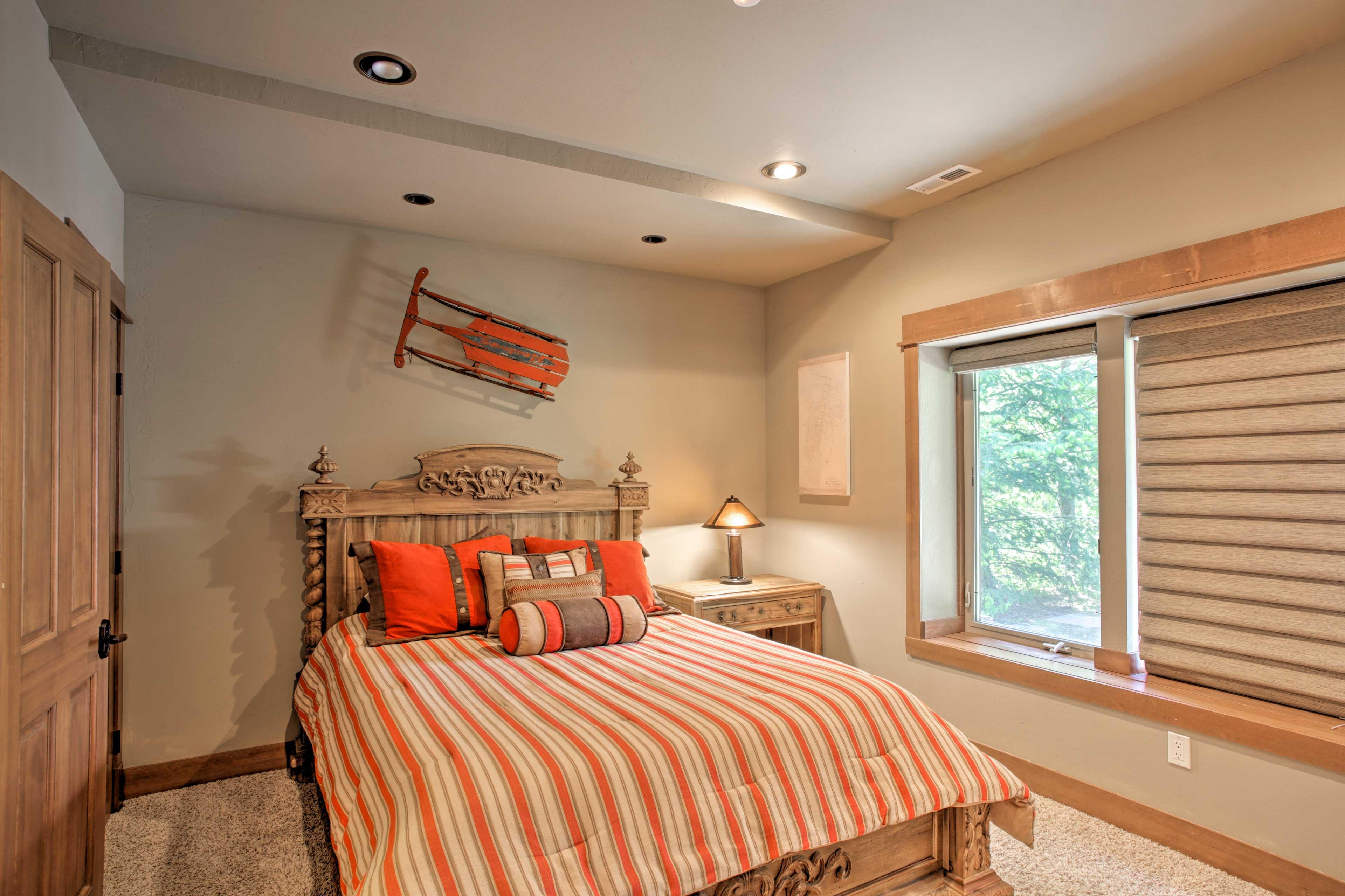 This bedroom hosts a queen bed.