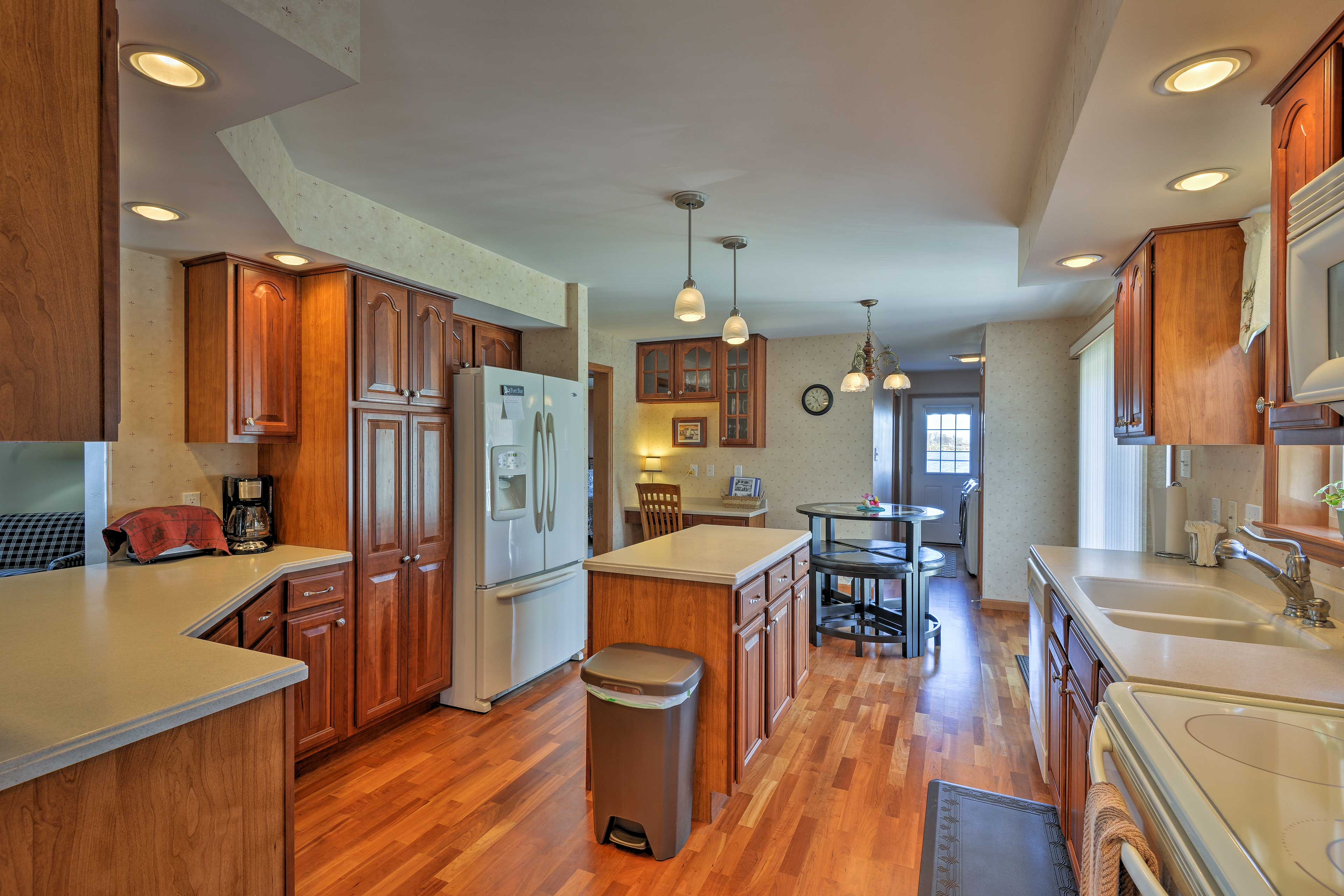 Try out new recipes in the fully equipped kitchen with modern appliances.