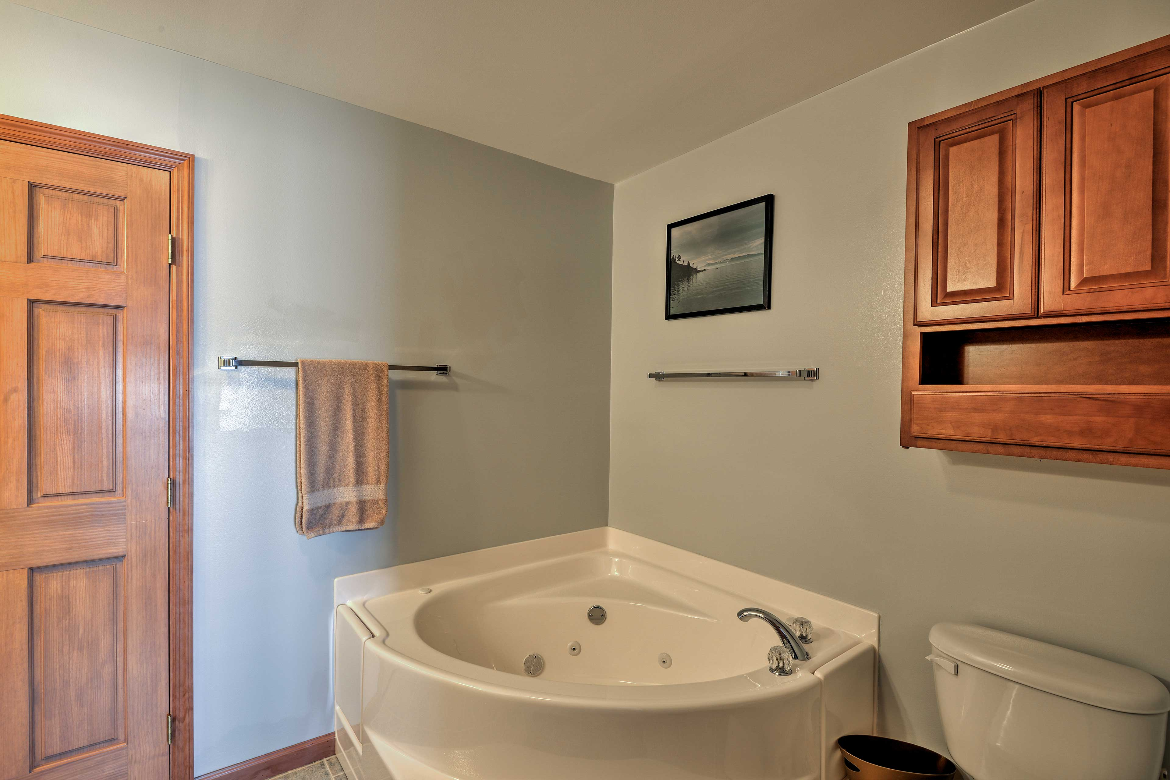 After a day on the trails, take a relaxing soak in the jetted tub.