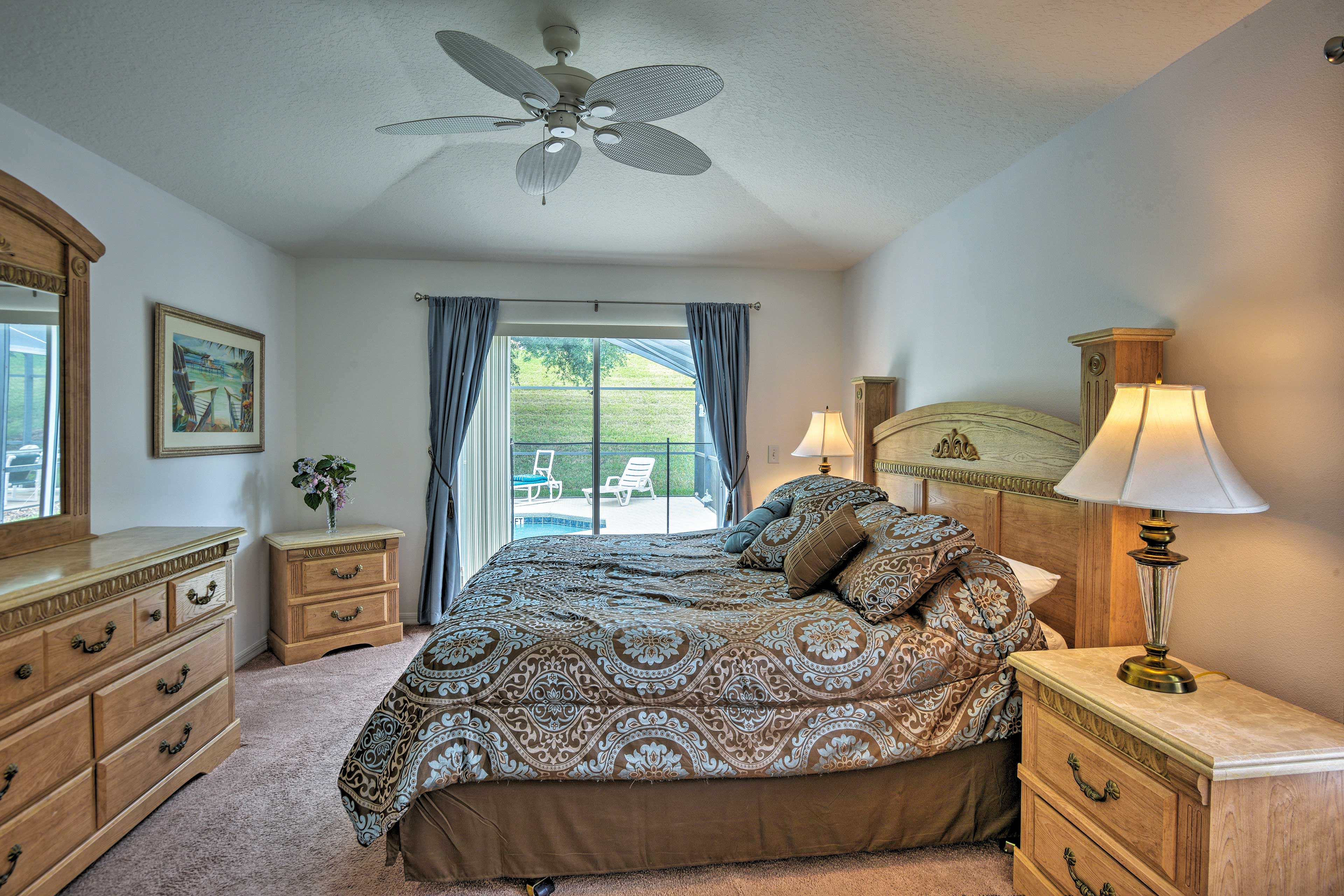 Two guests will sleep well in the master bedroom.