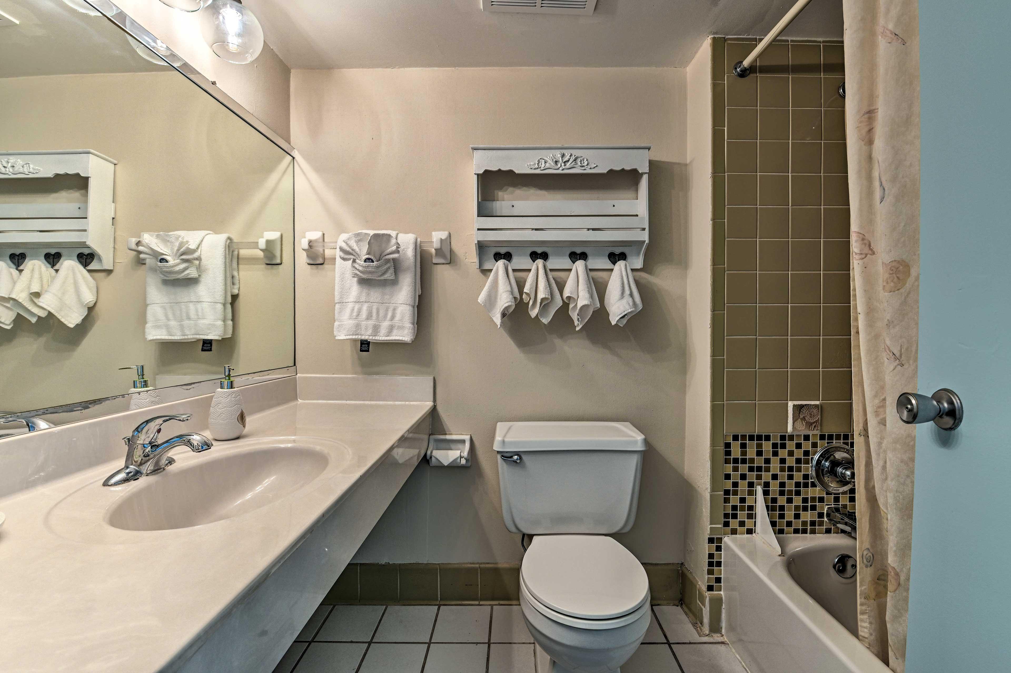 The unit has 1 pristine bathroom.