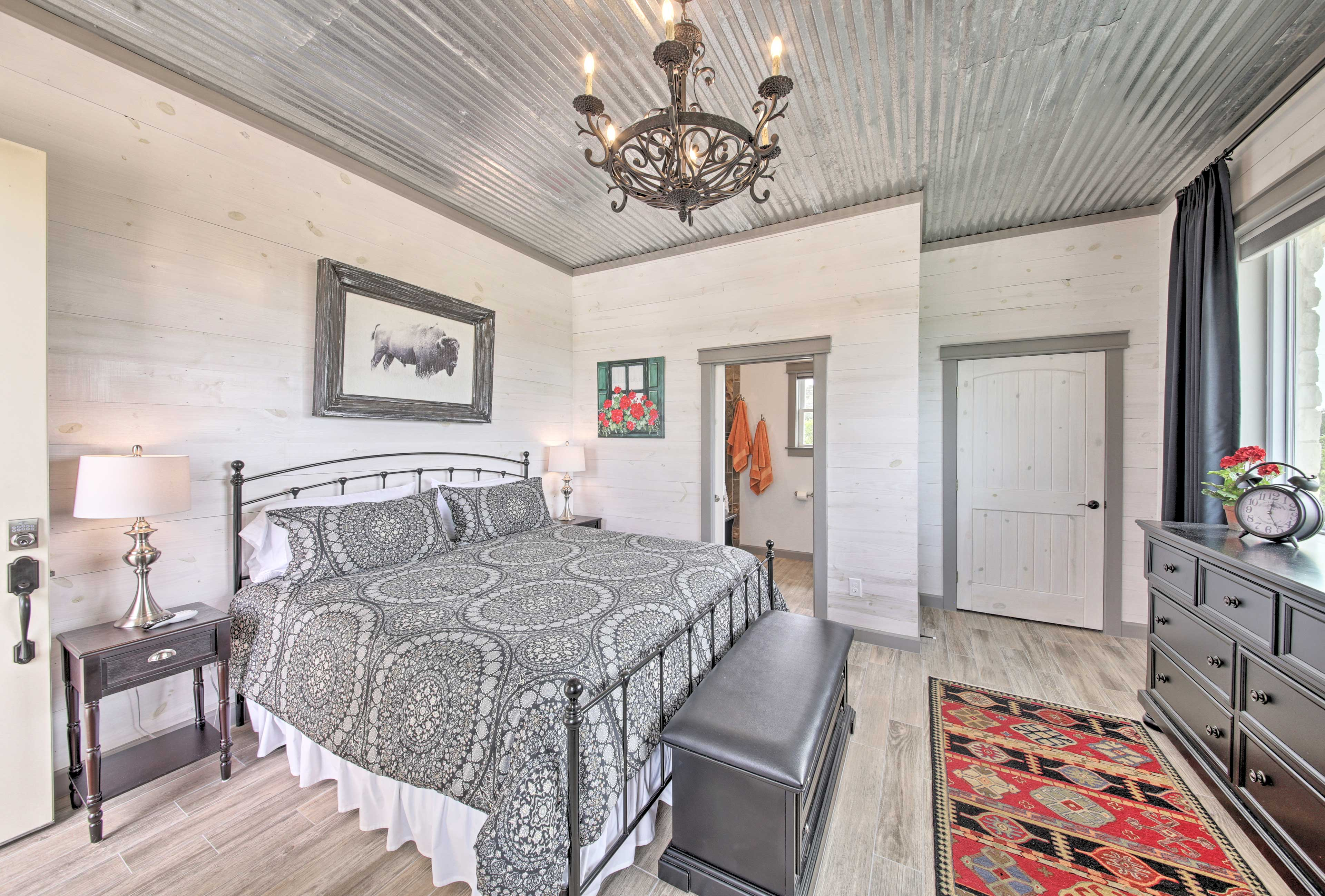 The casita features a king bed for 2.