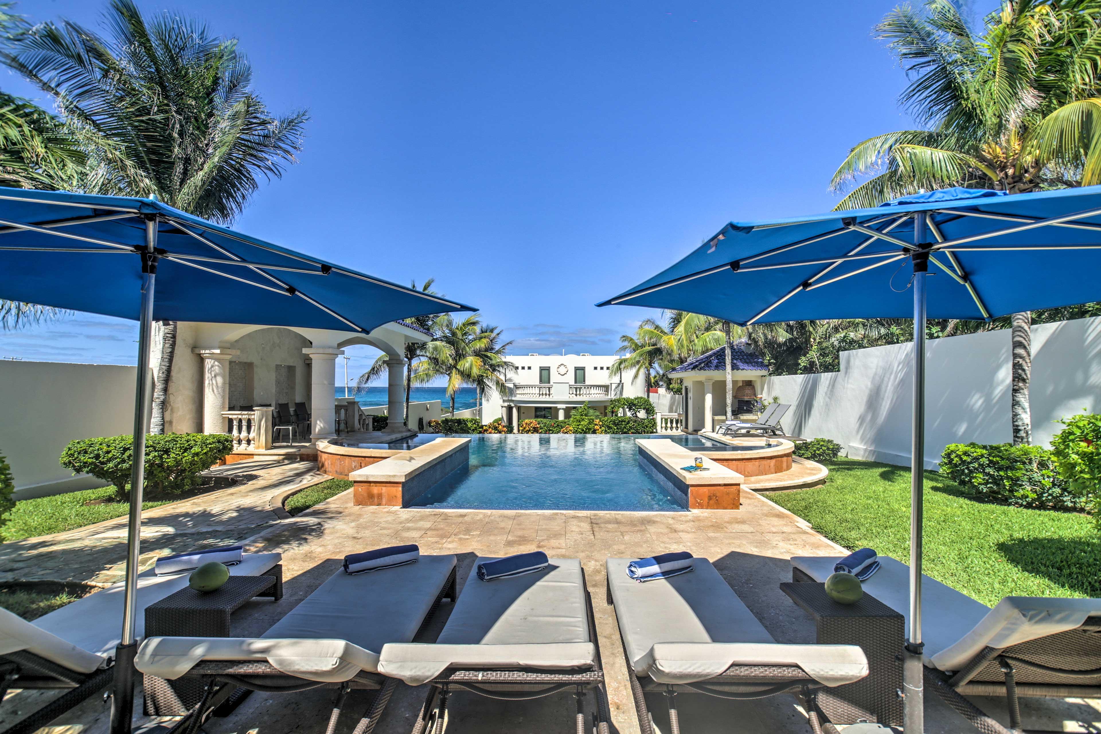 A perfect vacation awaits at 'Casa de las Palmas' in Isla Mujeres!