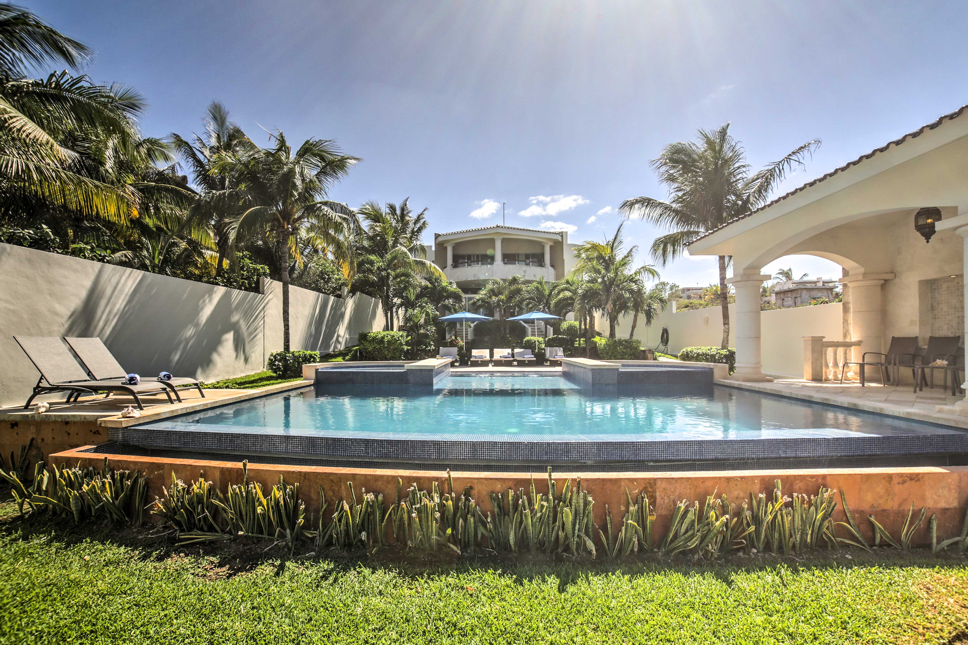 This vacation rental villa offers accommodations for 16.