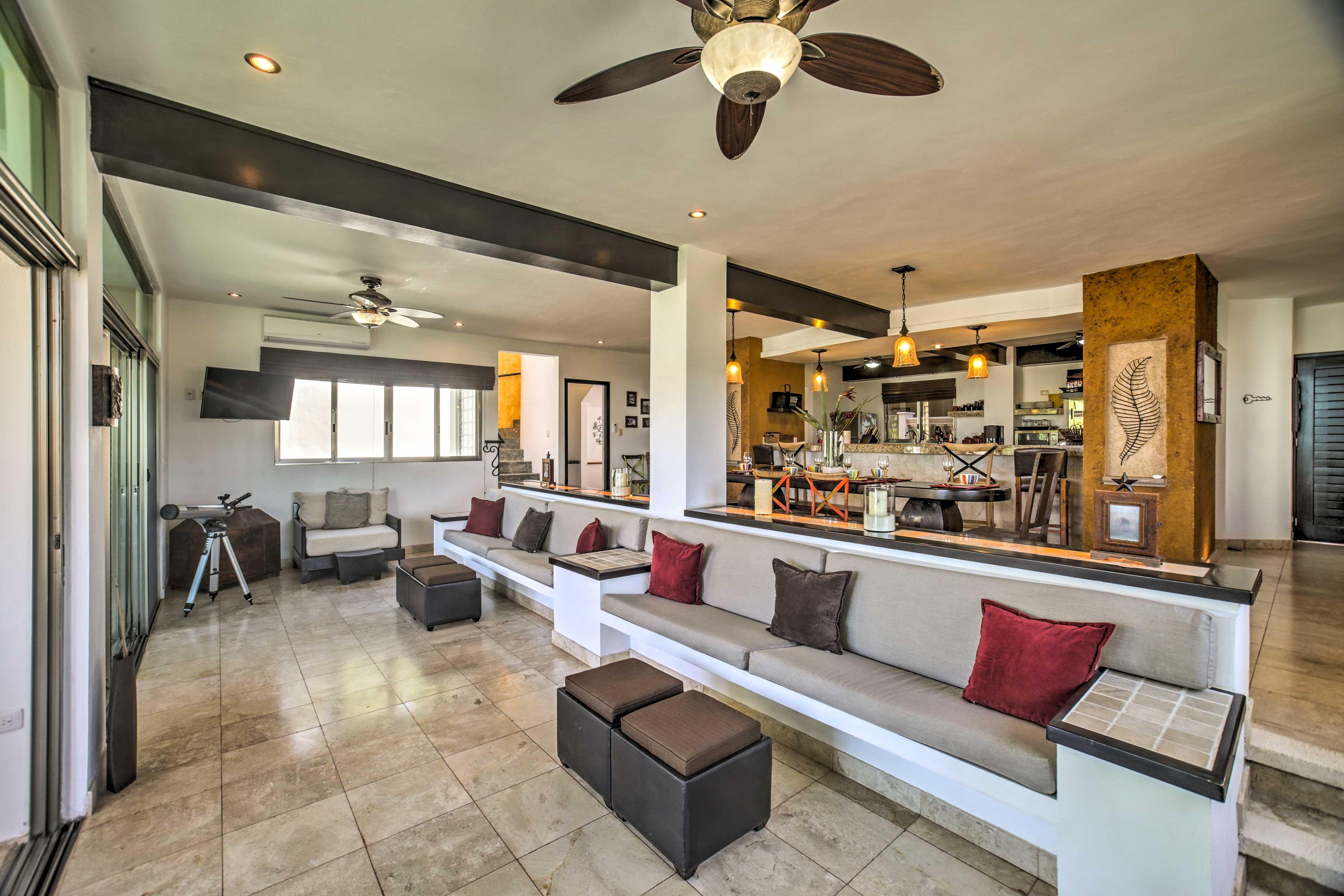 The estate consists of a main villa and 2 casitas.