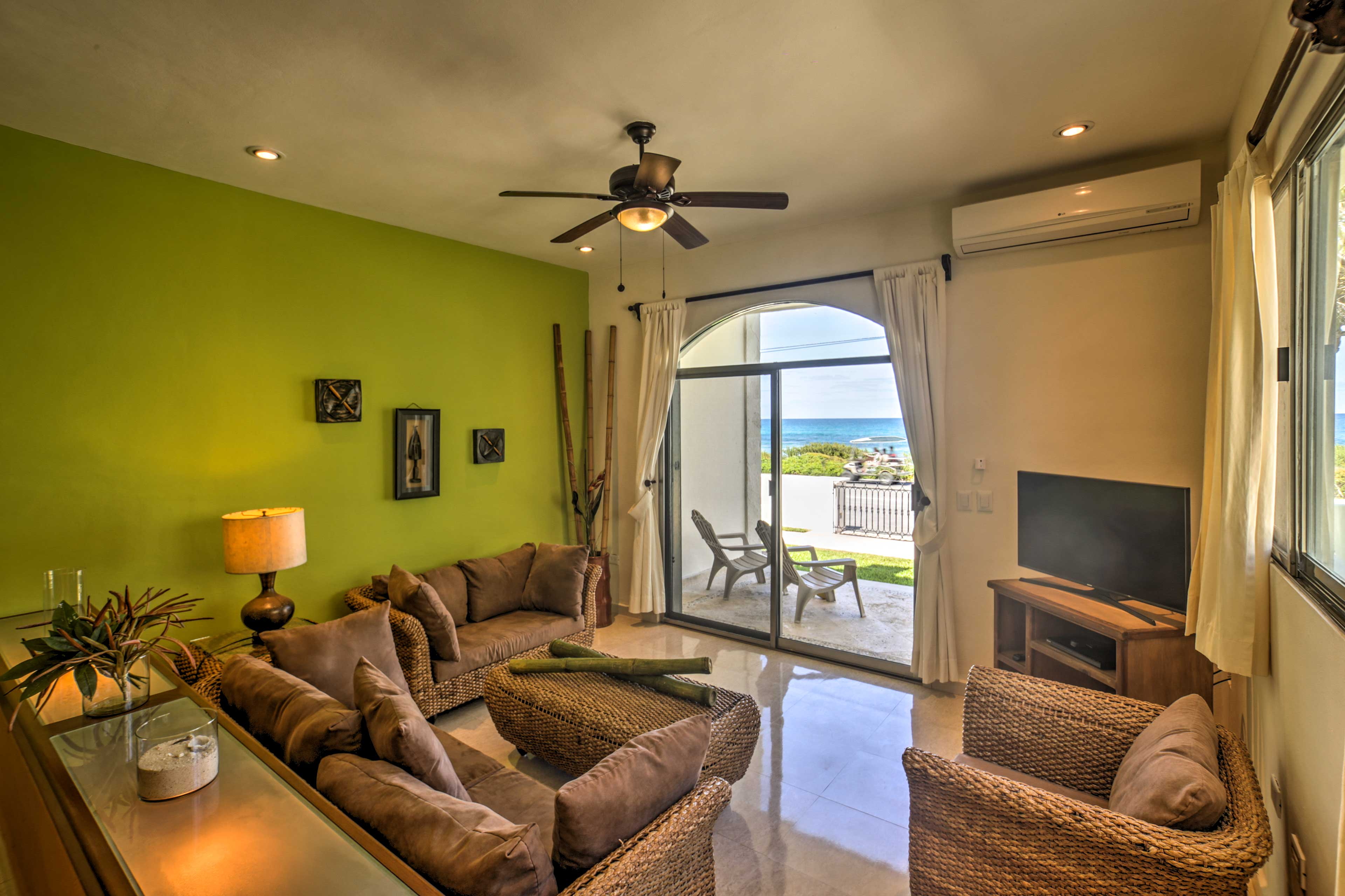 The estate has a total of 4 flat-screen Smart TVs.