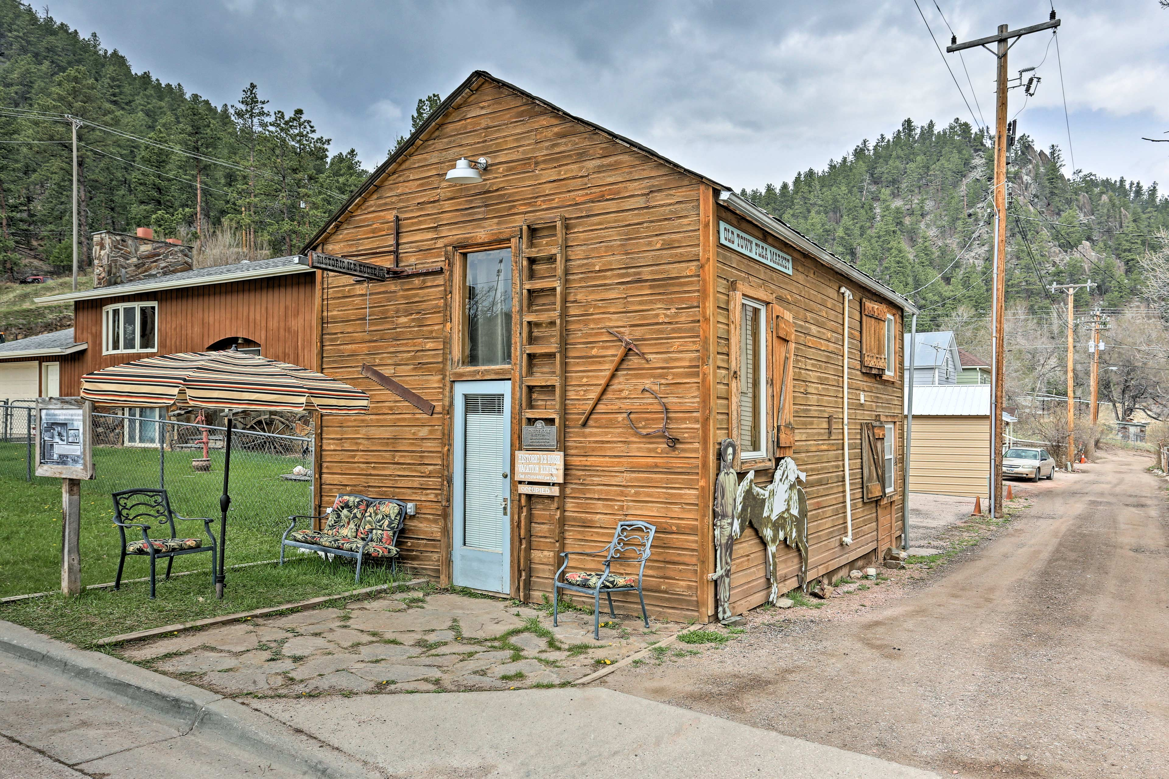 Follow your wanderlust to 'Ice House', a vacation rental studio in Keystone!