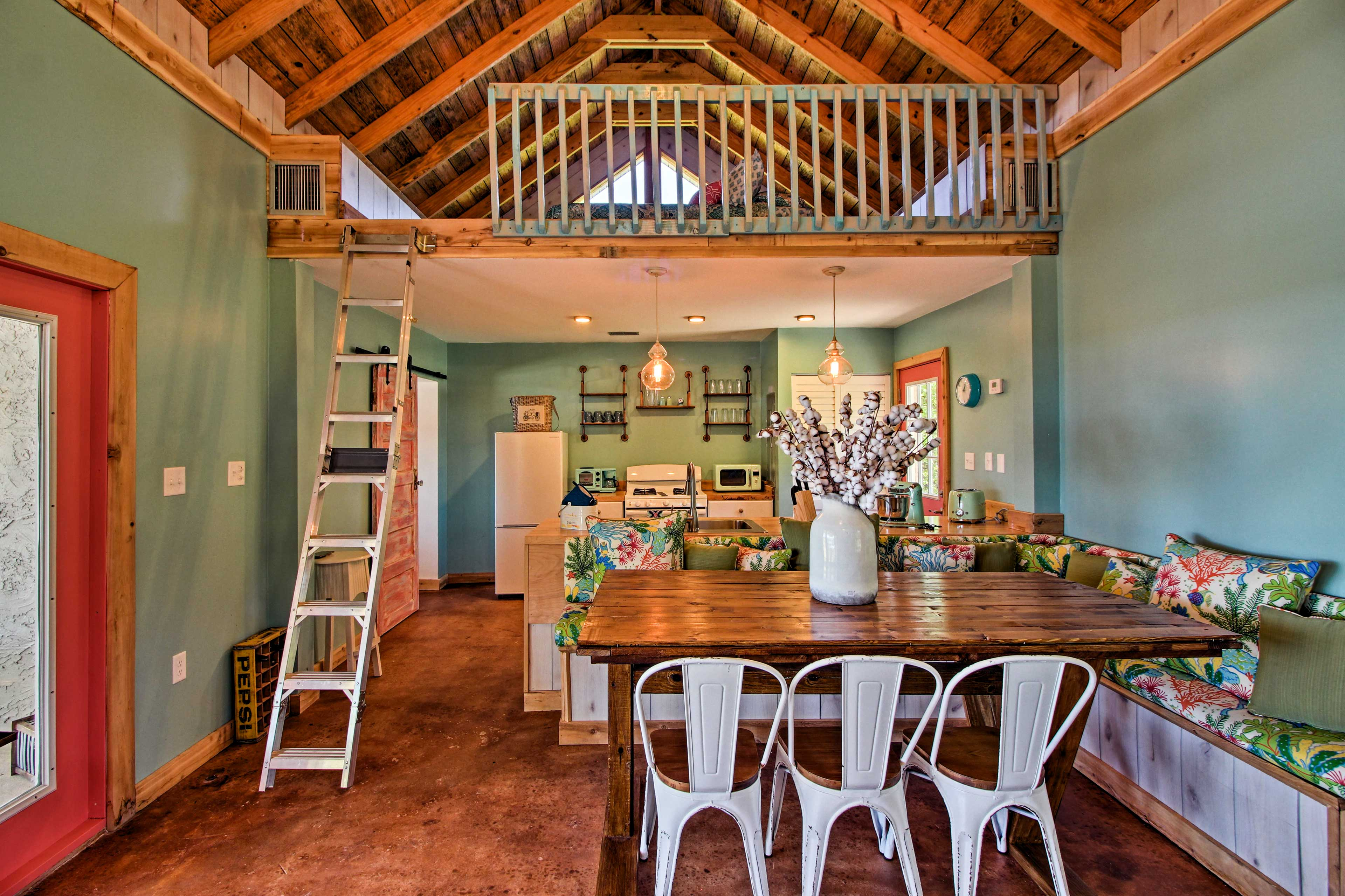 The expansive 1,300-square-foot space is flooded with the warm Georgia sunshine.