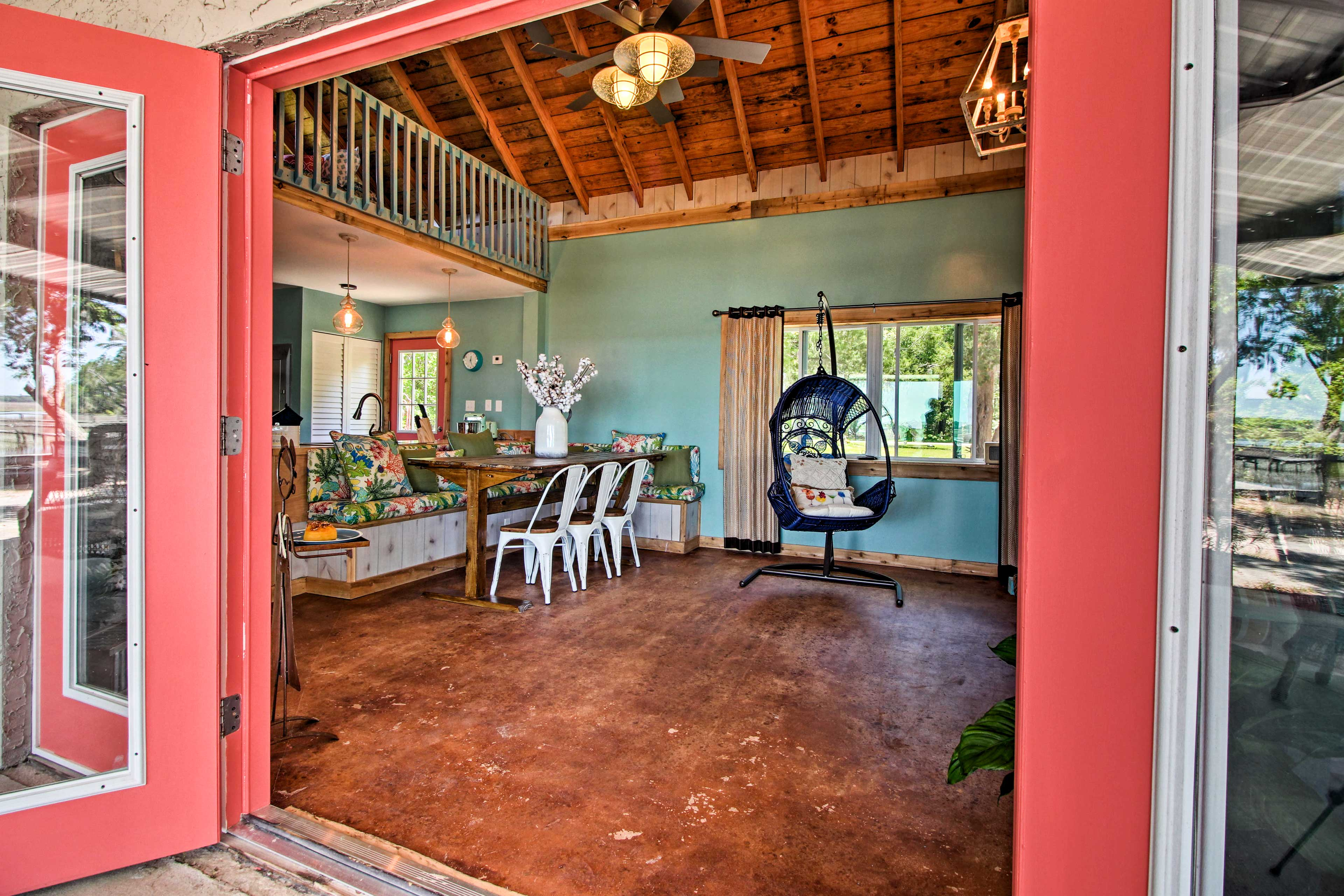 'Susie Shanty' is filled with original artwork to admire!