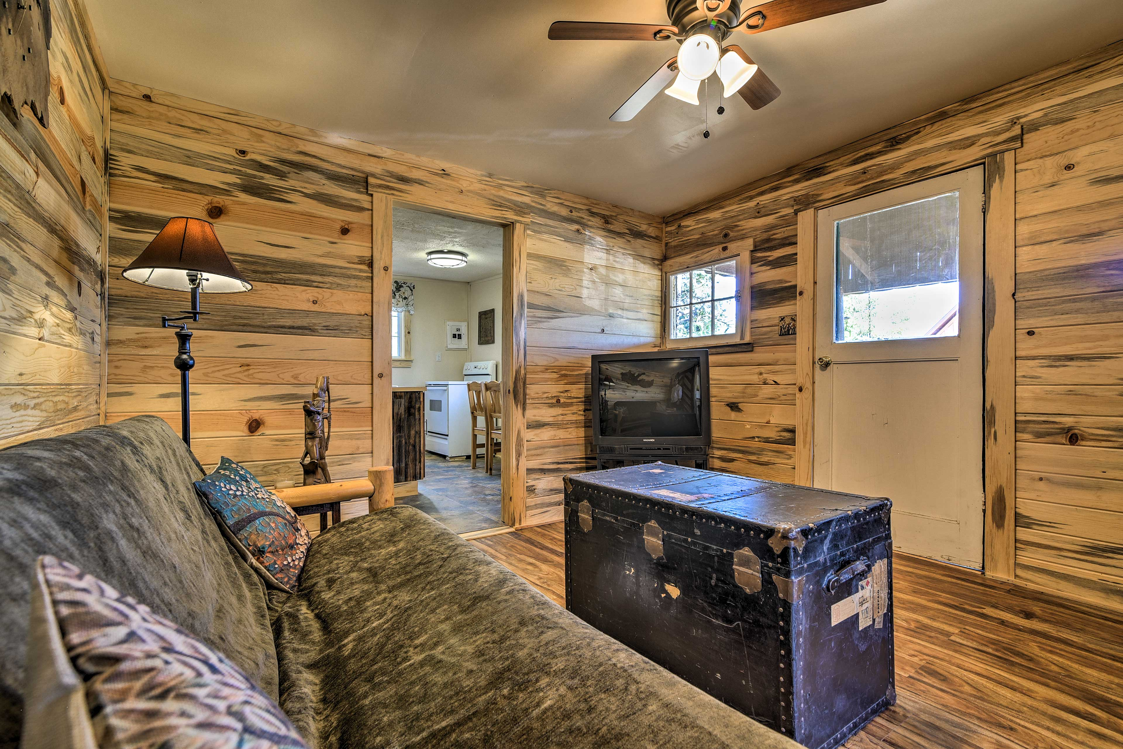 The cabin has ceiling fans and central heating.