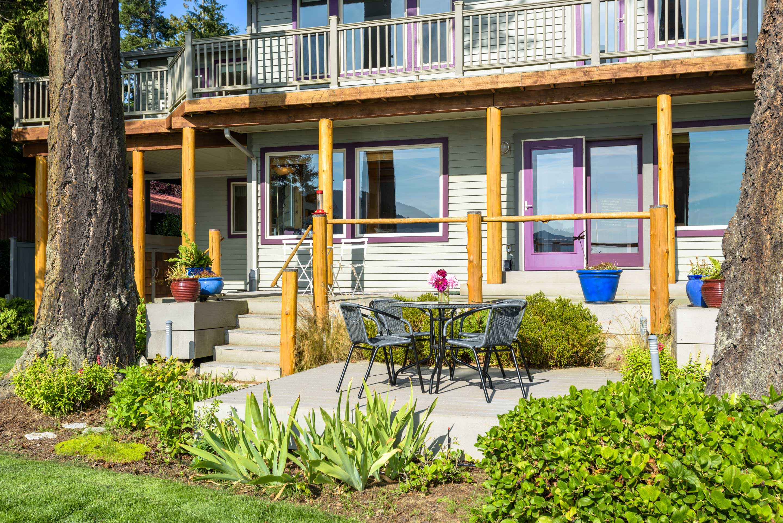 Sit outside and enjoy that fresh Washington air!